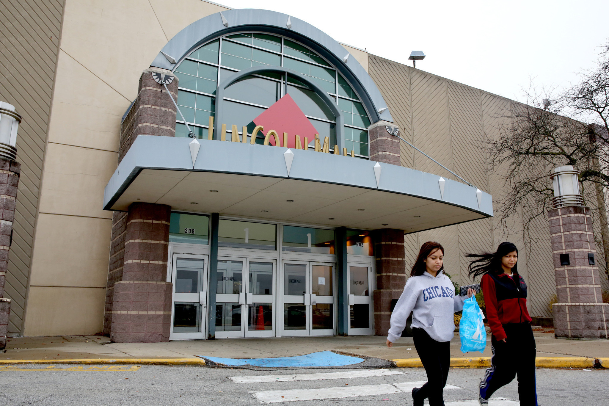 Lincoln Mall Closes After 41 Years Chicago Tribune