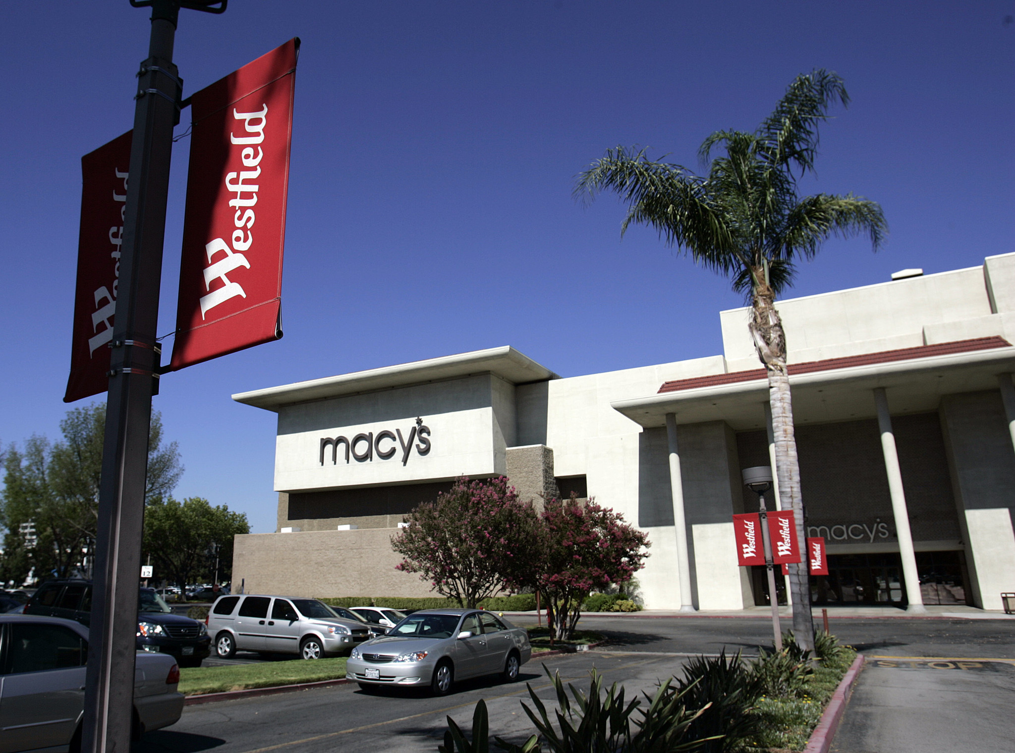 Macy 39 S To Close 14 Stores Including Two In Woodland Hills La Times