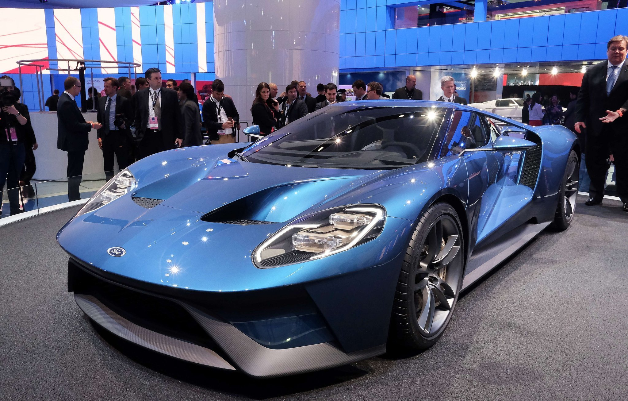 detroit auto show ford shows off gt supercar mustang gt350r raptor truck la times - 2015 Ford Gt Auto Show