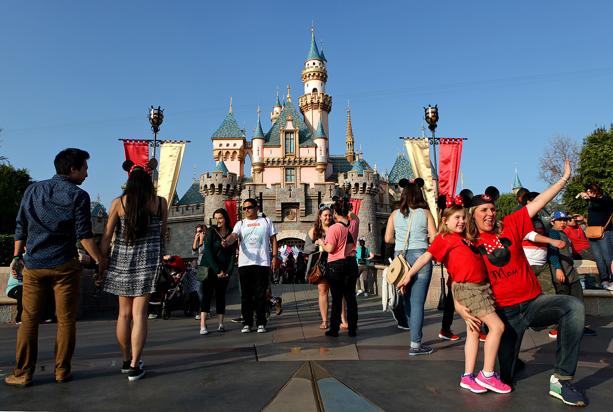 Several Disneyland Workers Diagnosed With Measles La Times