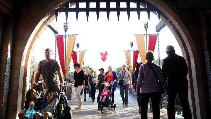 Disneyland measles outbreak: Park asks workers for proof they're immune - LA Times