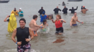 Woodbine residents take the plunge [Video]