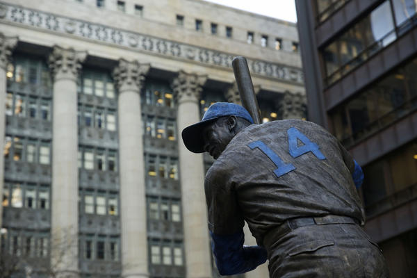 Mr. Cub takes up residence at Daley Plaza