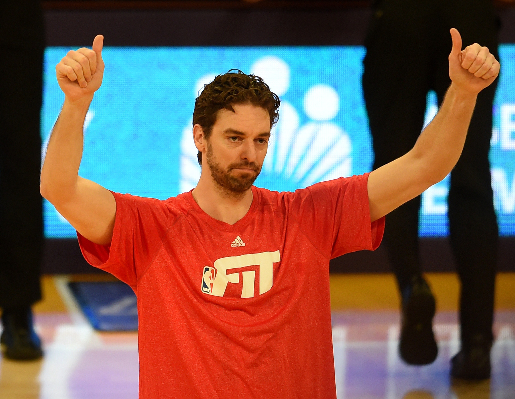 Bulls' Pau Gasol receives the ovation he deserves from Lakers fans