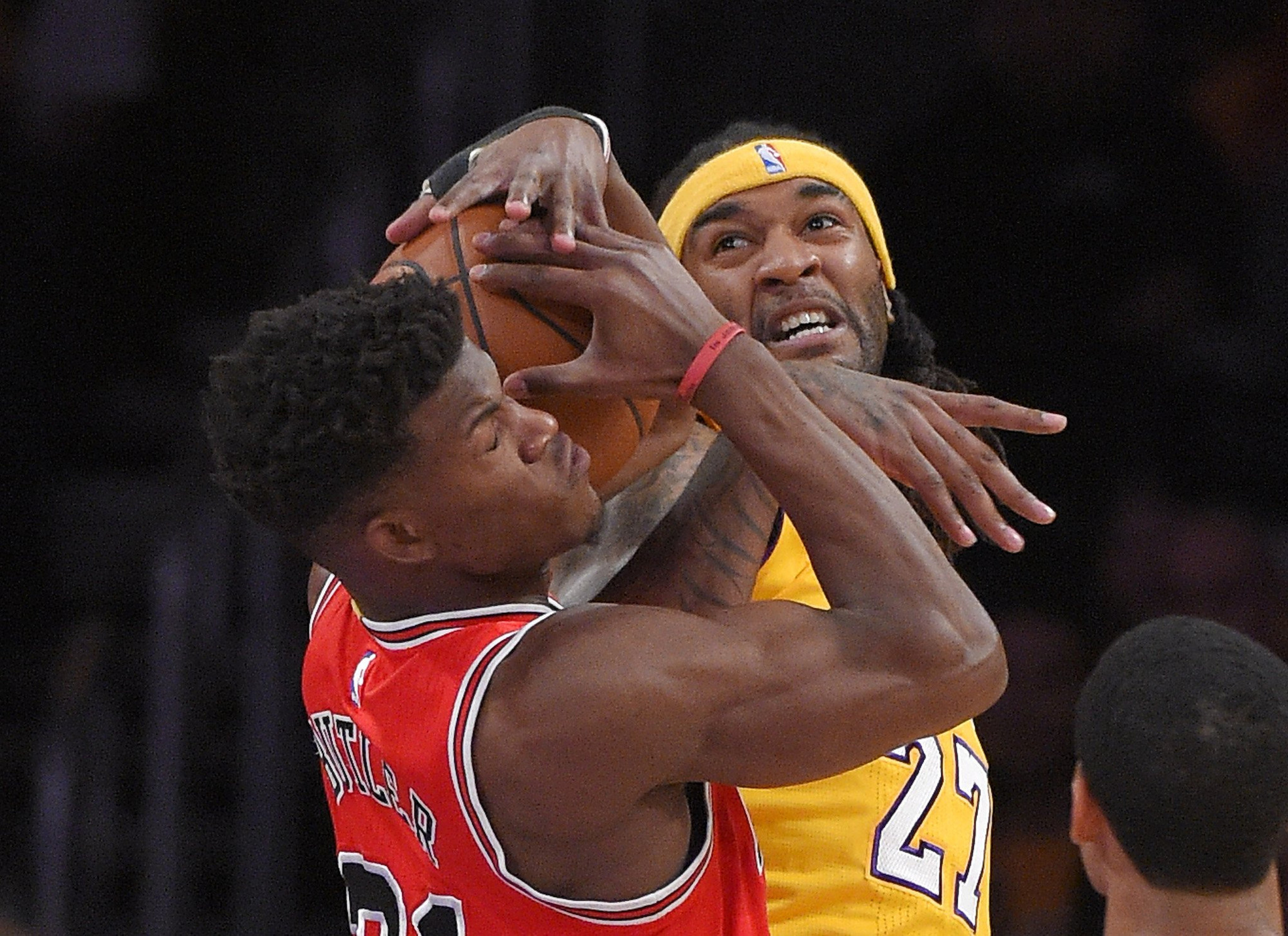 Lakers don't get an imperfect 10, beating Bulls, 123-118