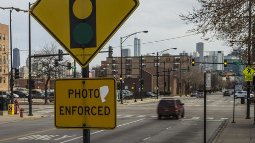 Most Chicagoans want to eliminate or cut back Emanuel red light program