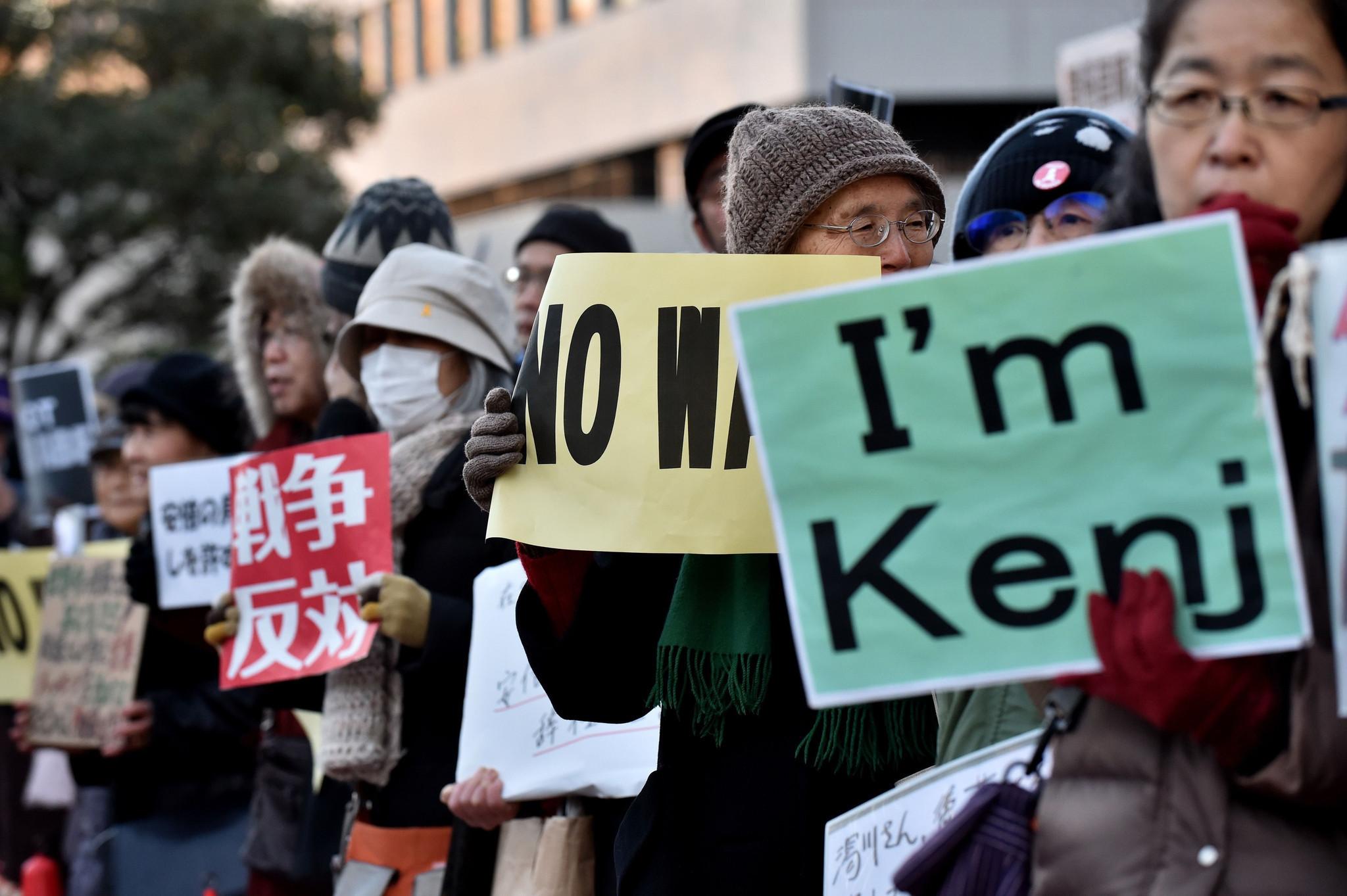 http://www.trbimg.com/img-54cdf6ba/turbine/la-fg-japan-mourns-kenji-goto-20150201