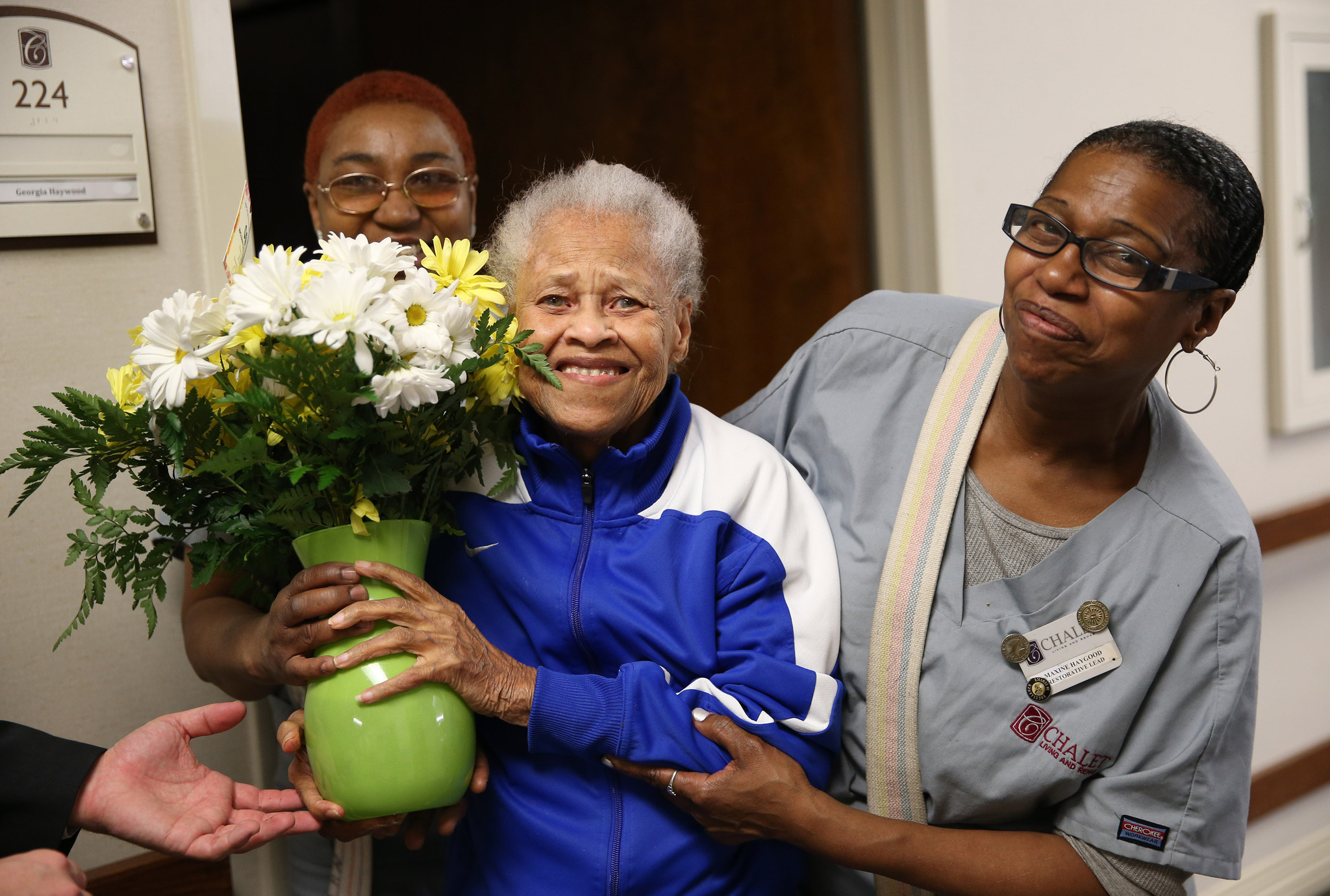 Random Acts of Flowers brings smiles to Chicago hospitals senior centers O