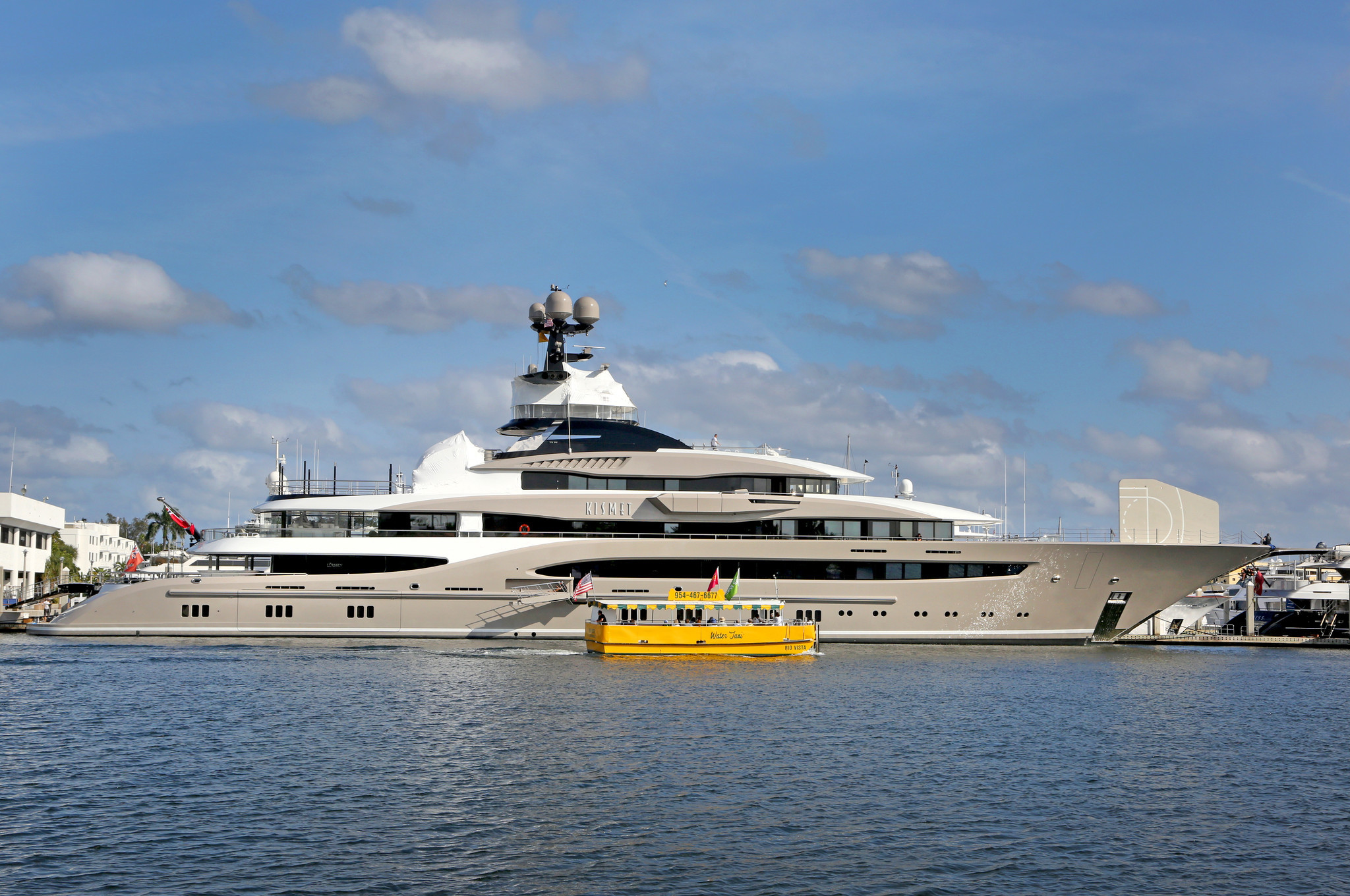 Fort Lauderdale S Bahia Mar Marina Hosts Its Biggest Yacht Ever 312