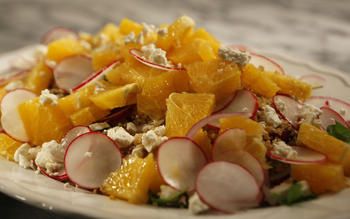 Salad of oranges, quinoa, radishes and feta