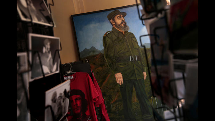 A portrait of Fidel Castro seen in a Havana shop in February 2015. (Carolyn Cole / Los Angeles Times)
