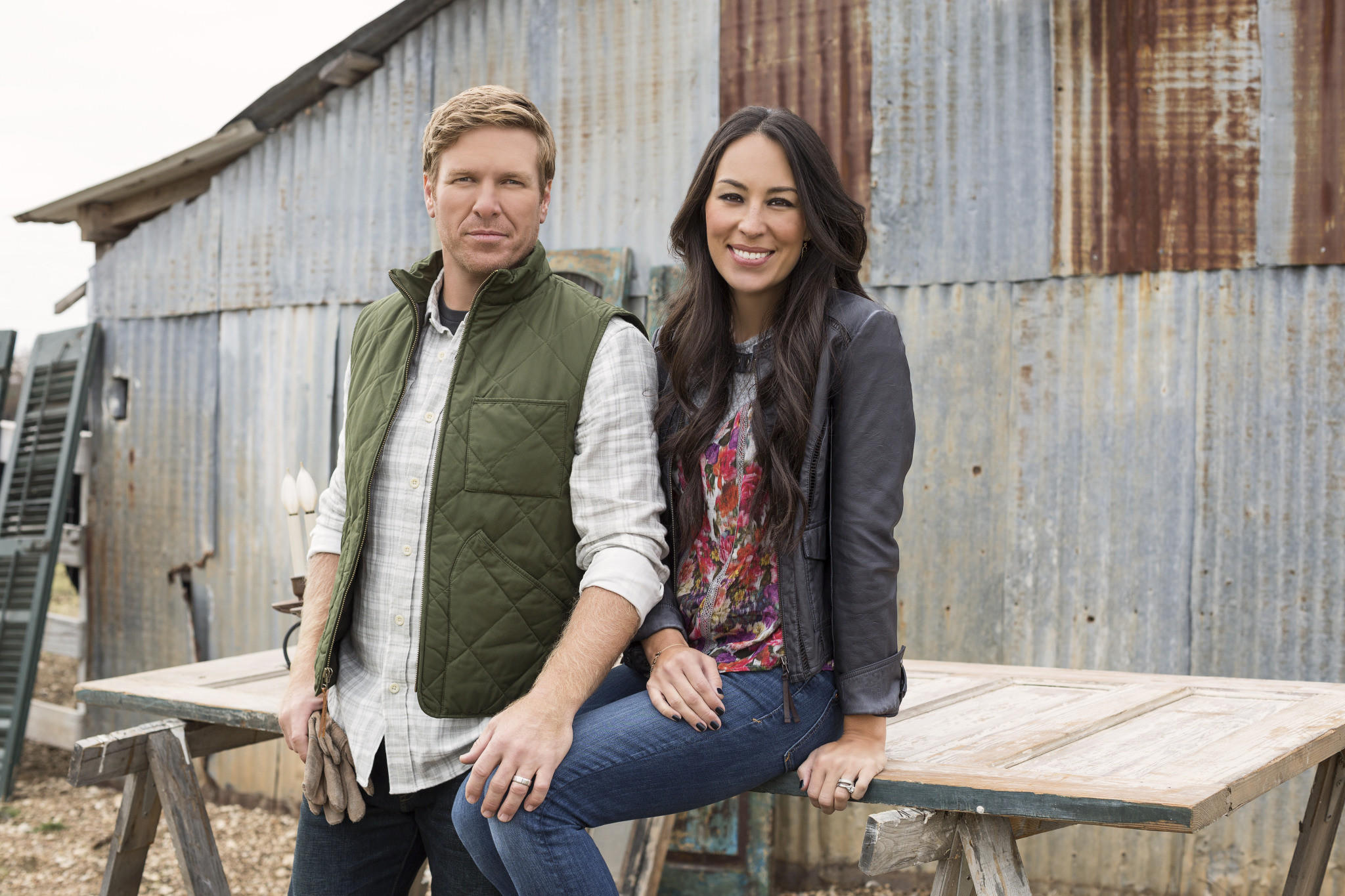 chip and joanna gaines announce departure from hgtv 39 s 39 fixer upper 39 la times. Black Bedroom Furniture Sets. Home Design Ideas