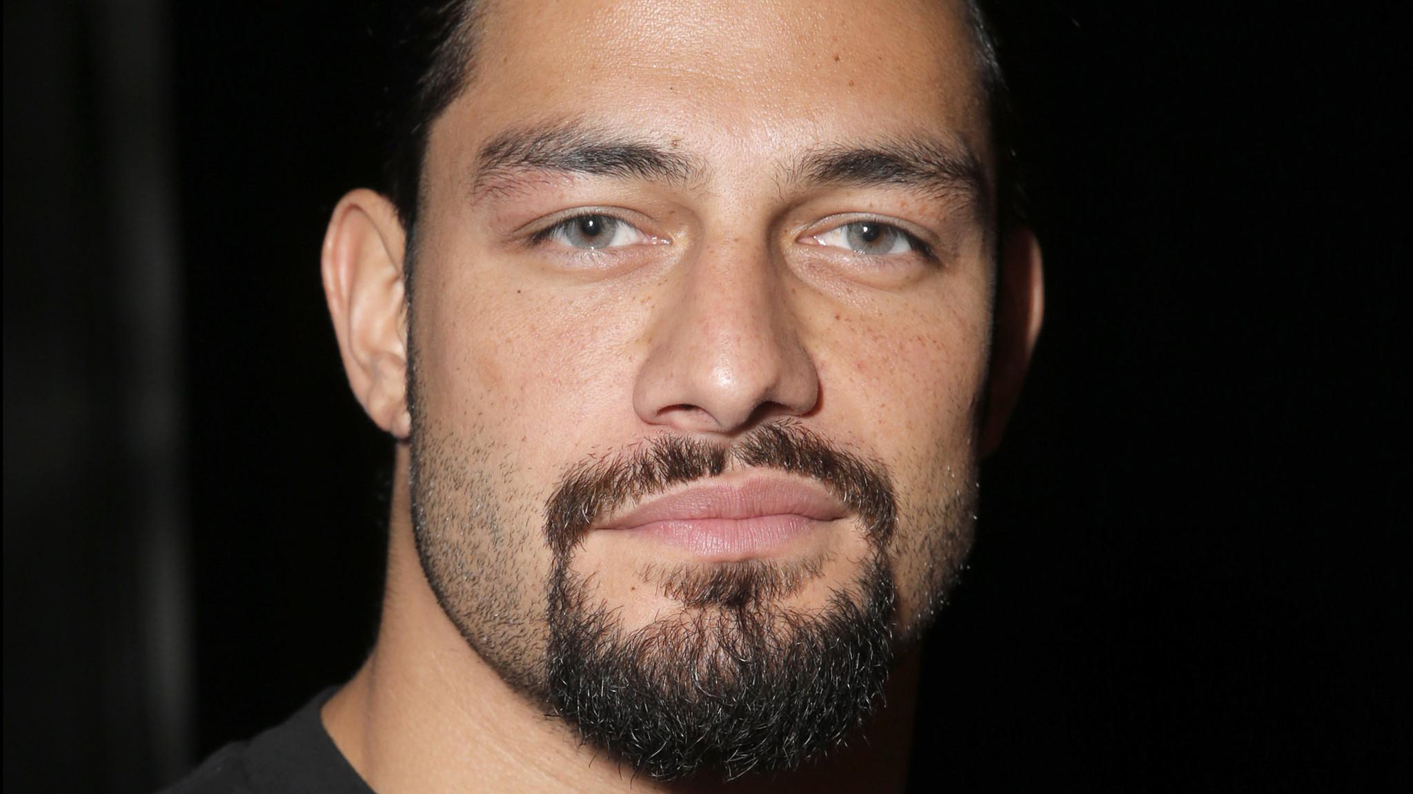 Roman reigns eye color