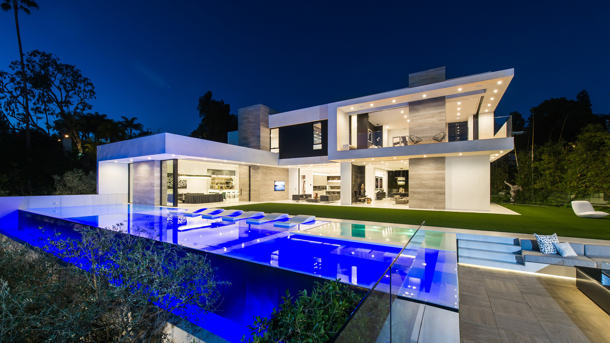 Home of the day blockbuster contemporary in the 90210 for Minimalist house beverly hills