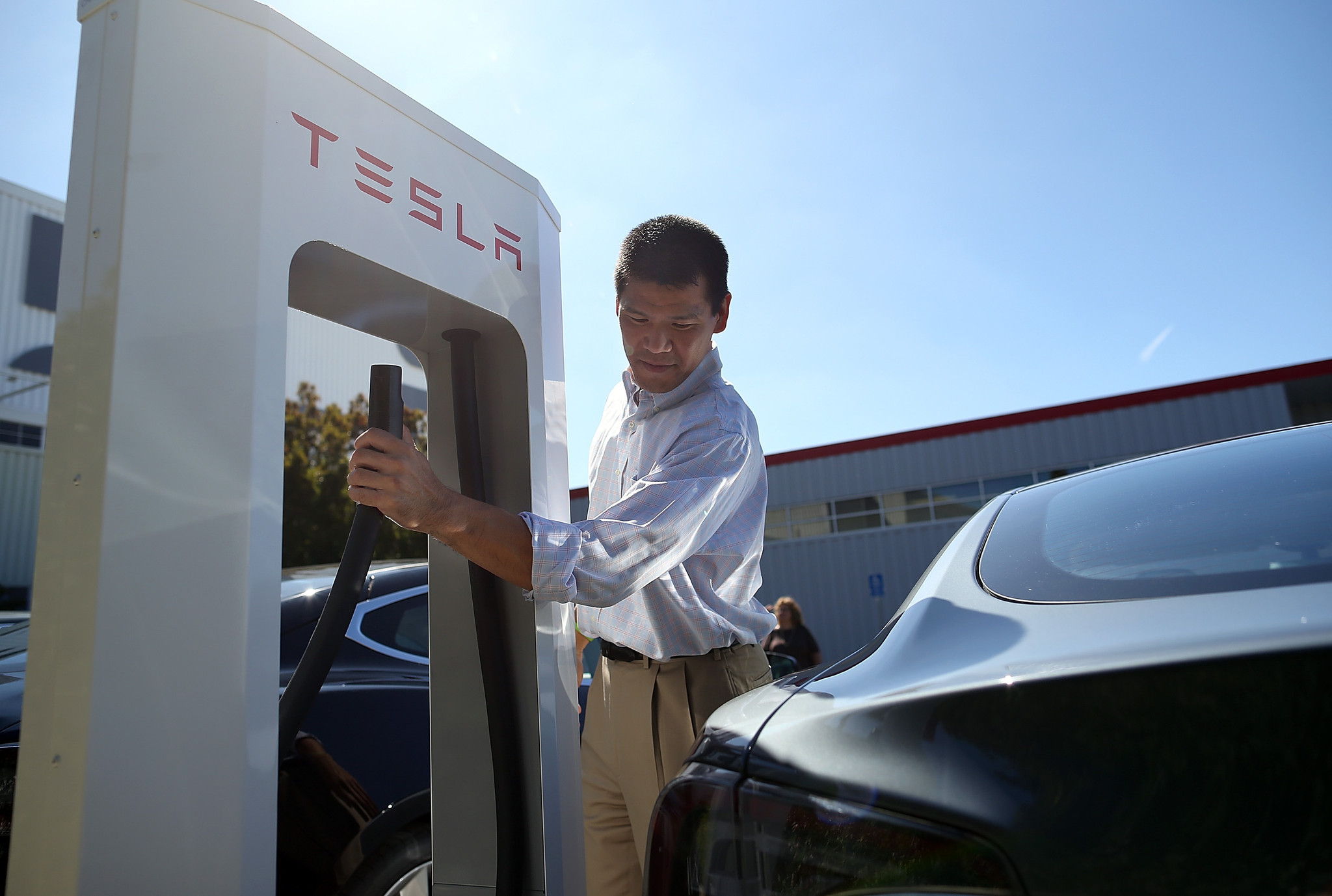 This new Tesla battery will power your home, and maybe the electric grid too