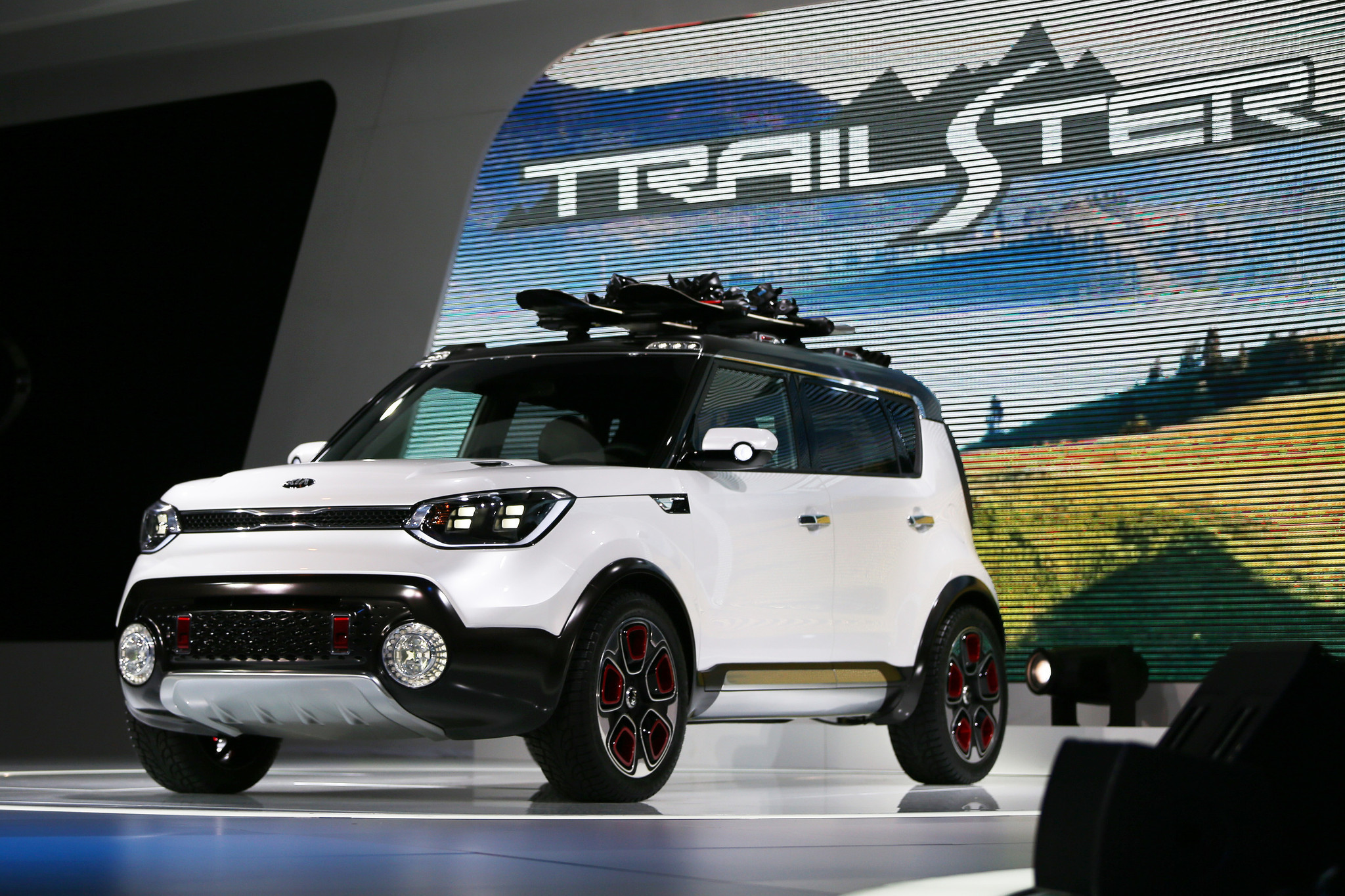 kia shows off awd soul trailster at chicago auto show chicago tribune. Black Bedroom Furniture Sets. Home Design Ideas