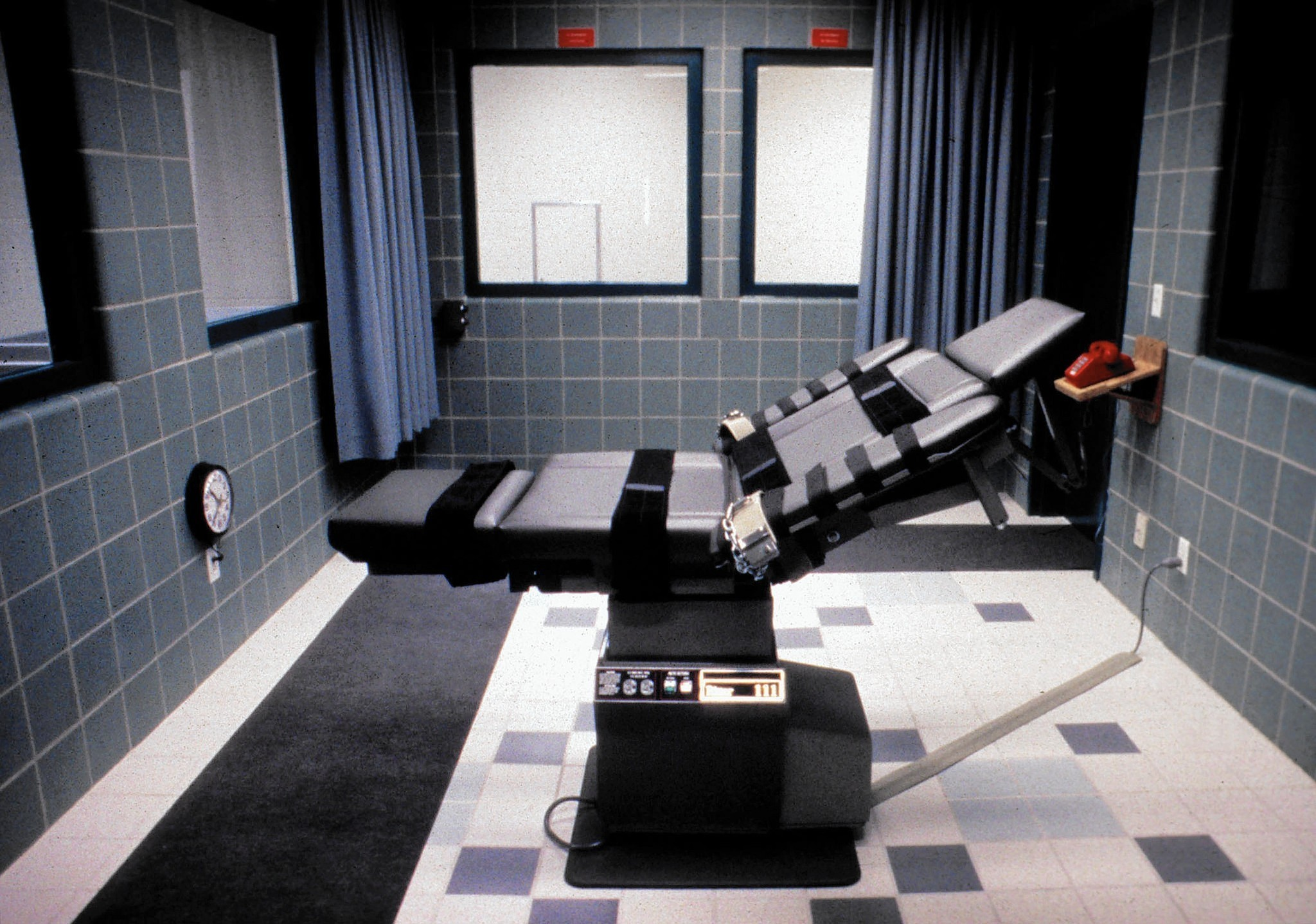 us should cease the use of capital punishment in federal and state prisons Resolved: the death penalty should be save money so that federal prisons do not have to keep use capital punishment does not mean that the us.