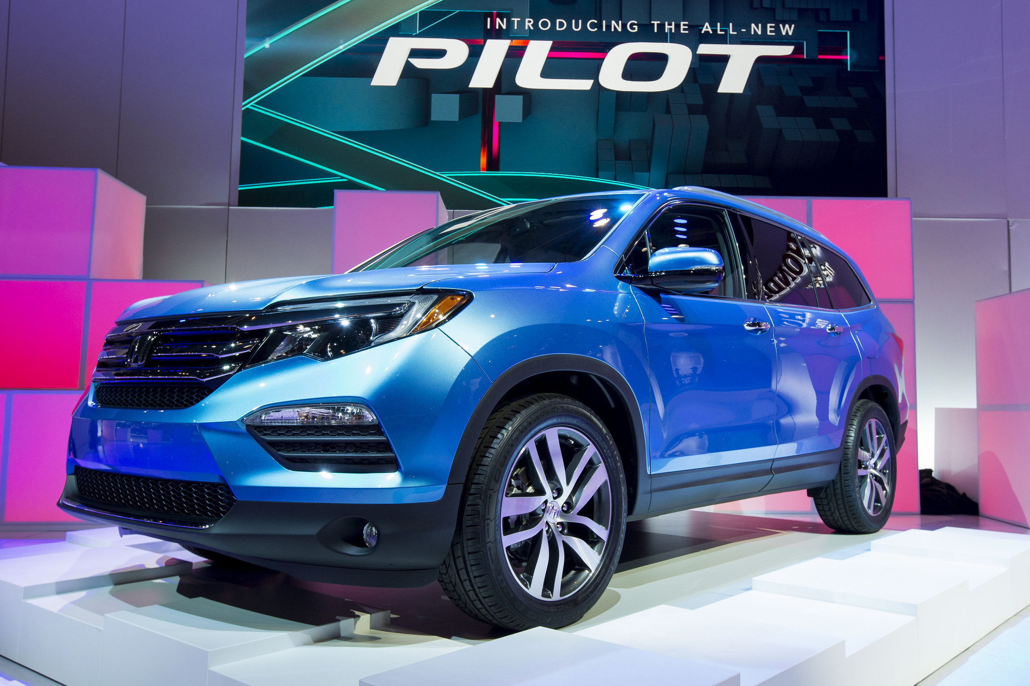 Chicago Auto Show Targets Sports Cars And Small Crossovers - Mccormick place car show