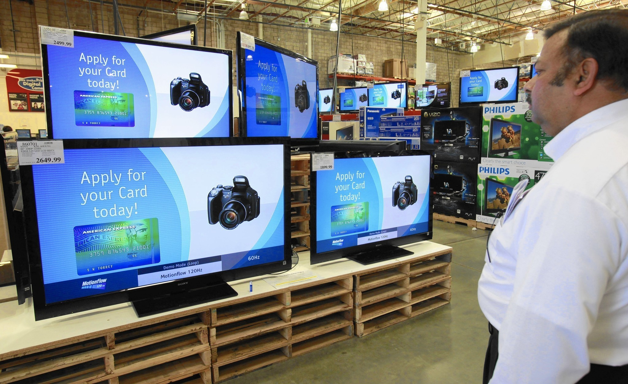 Costco near deal with new credit card issuer - LA Times
