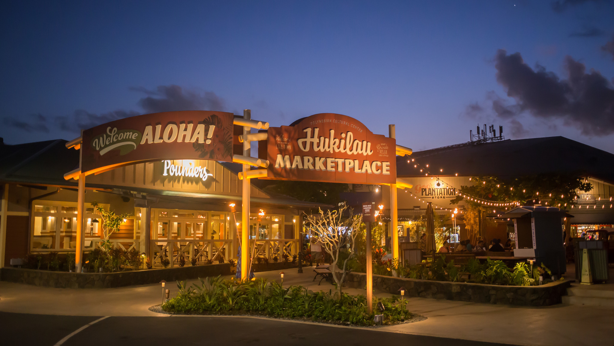 On oahu 39 s north shore a new marketplace summons the past for Fishing stores oahu