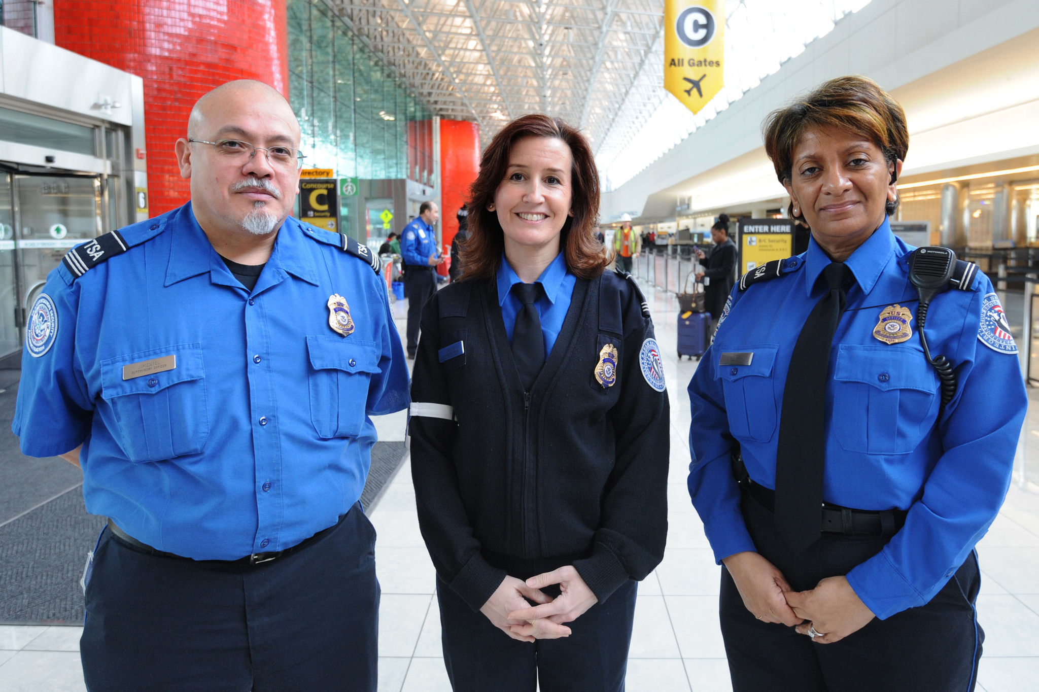 600 tsa officers screening passengers bags at bwi baltimore sun