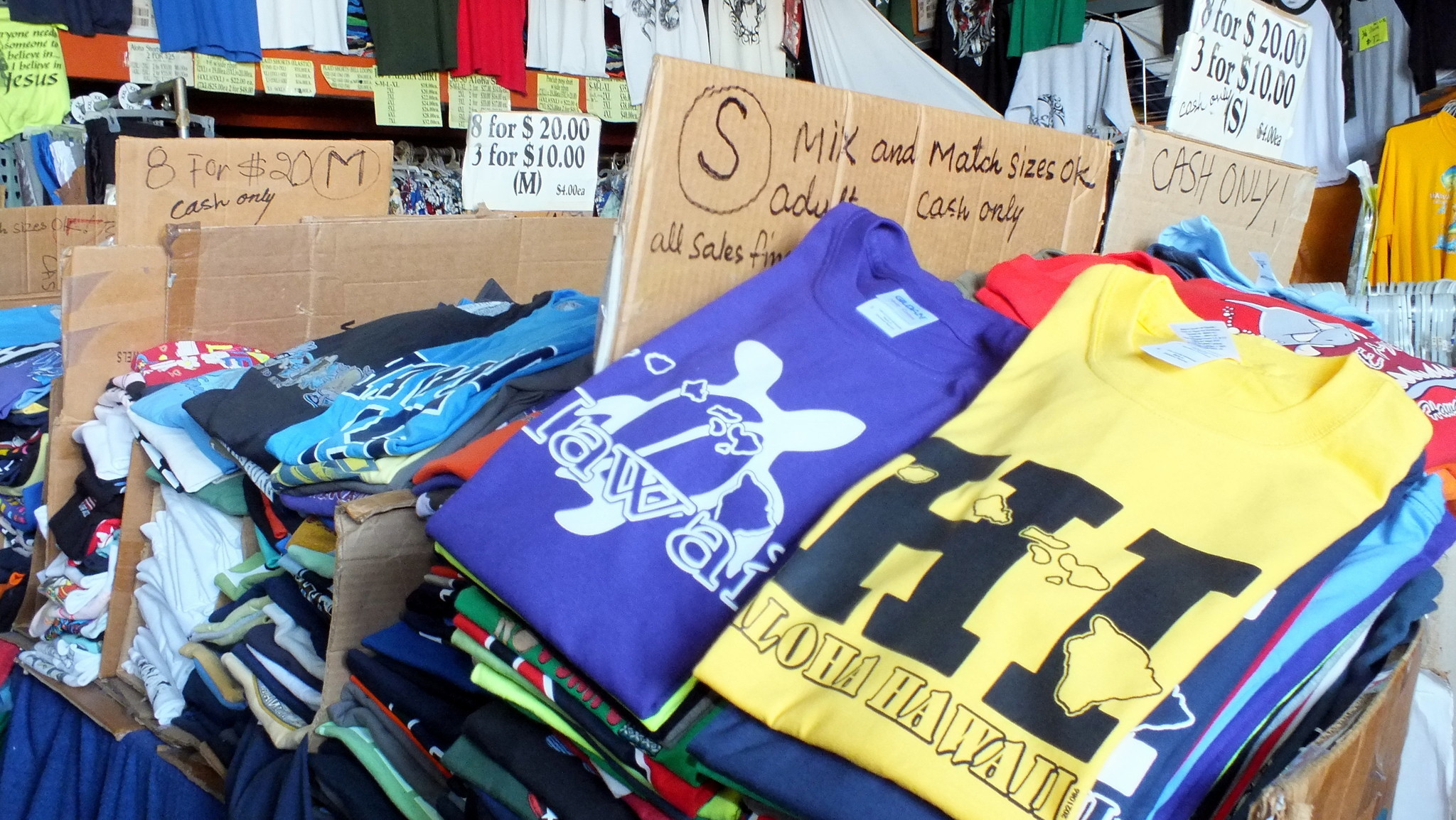 Here 39 s an insider secret a bargain t shirt shop in for Hawaii souvenir t shirts