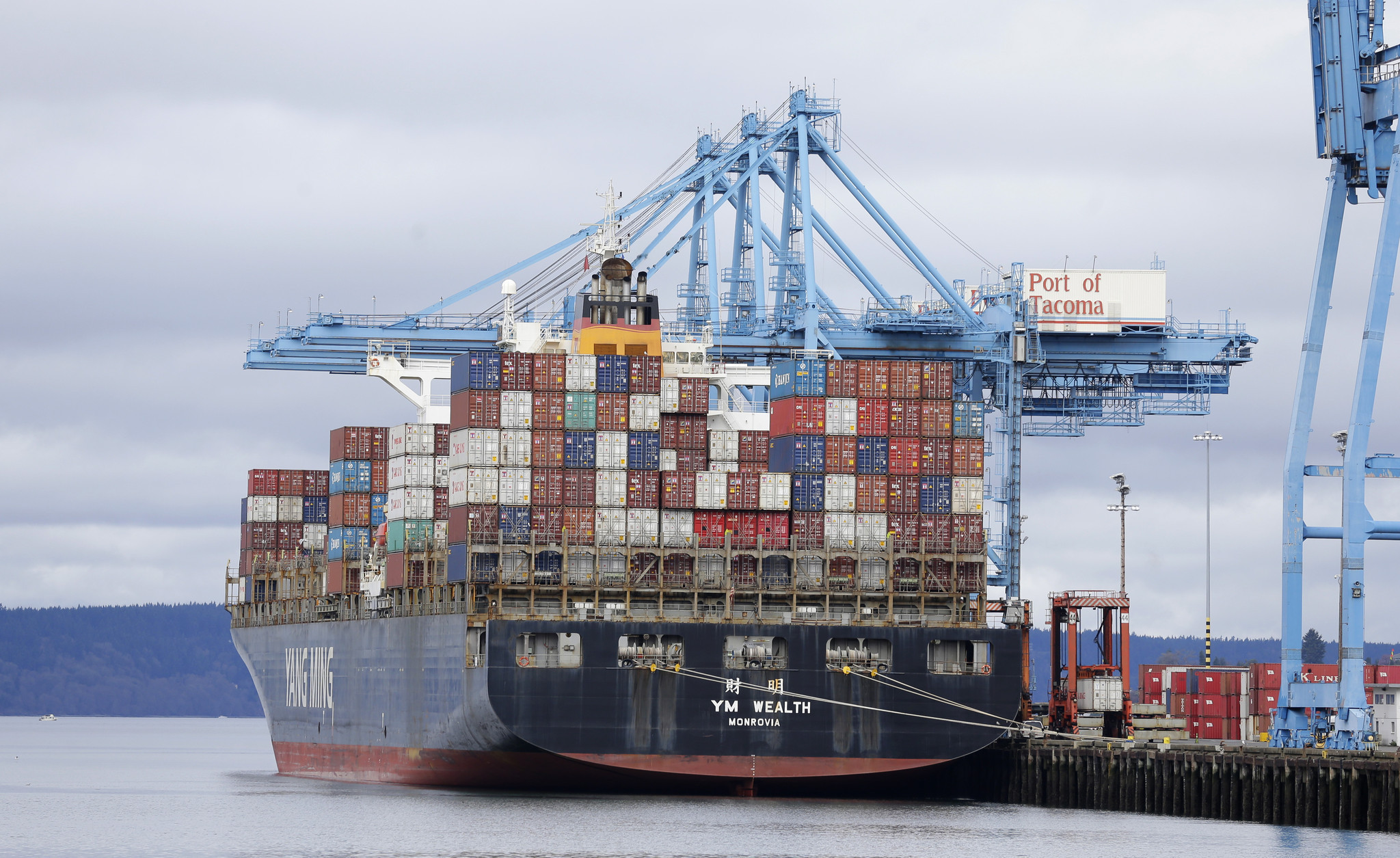 2 sides in West Coast ports labor dispute reach tentative contract