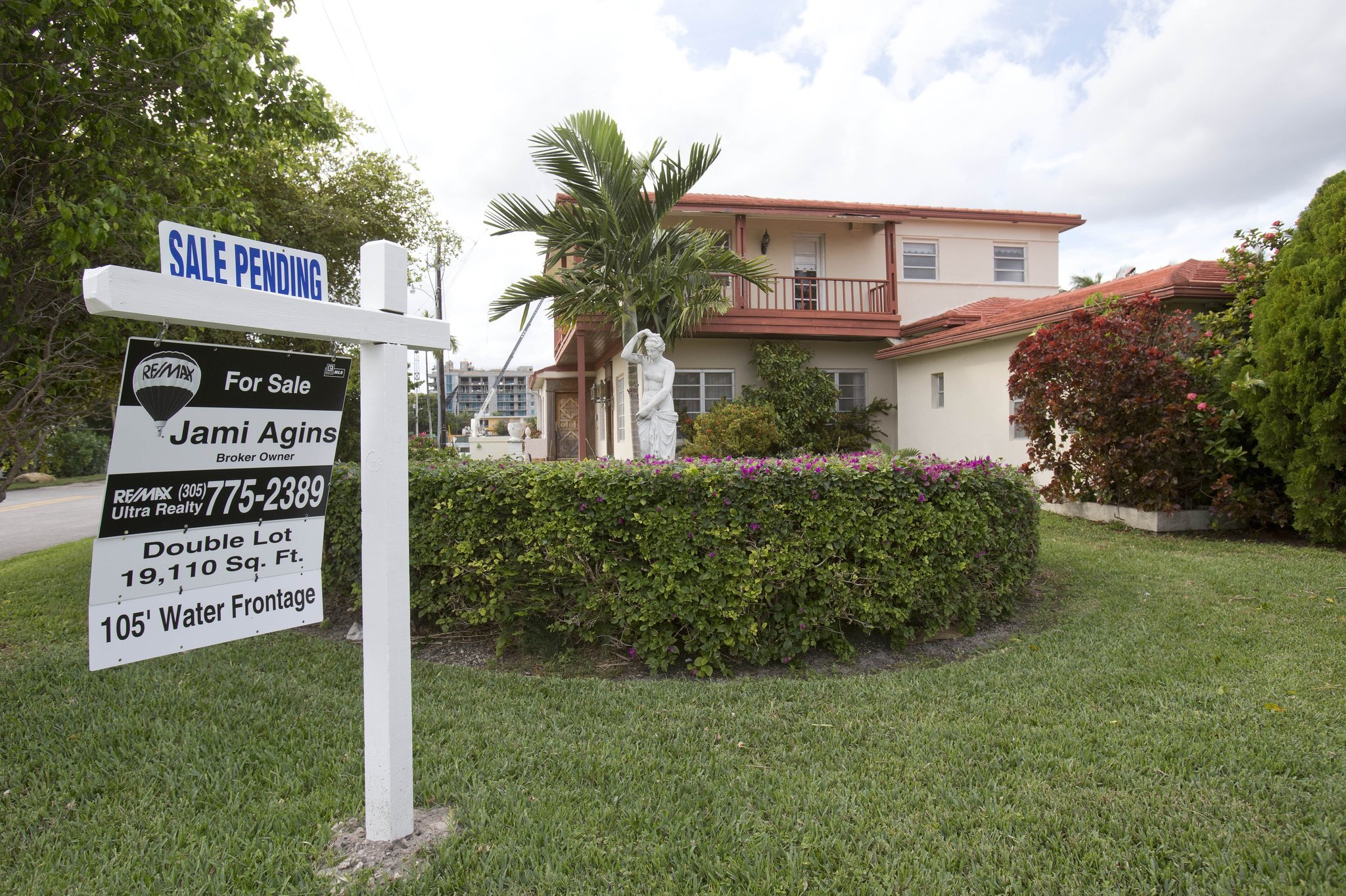 Pending home sales rise to 18-month high, signals housing rebound