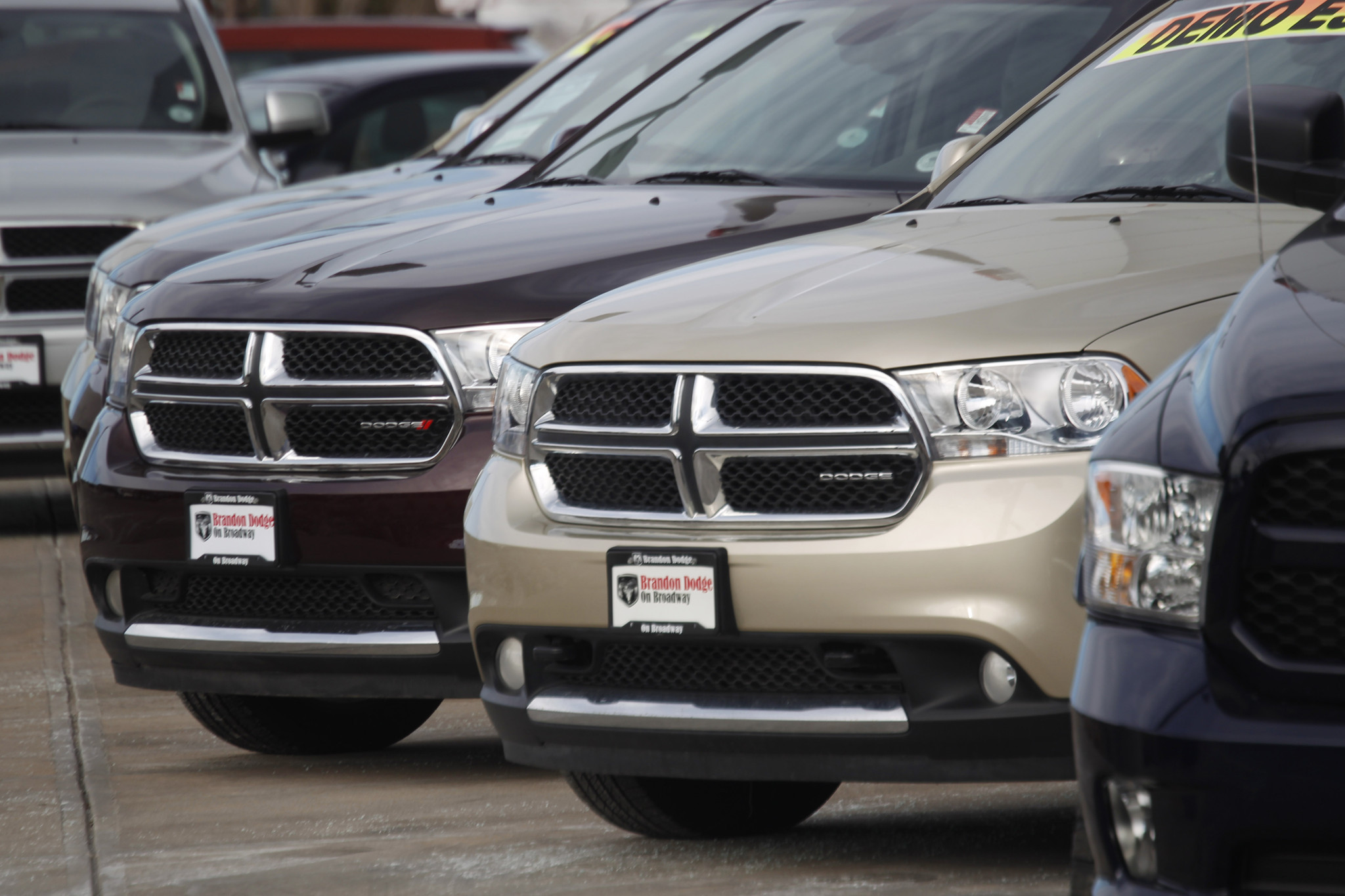 chrysler recalls 467 000 jeep durango suvs to repair fuel. Black Bedroom Furniture Sets. Home Design Ideas
