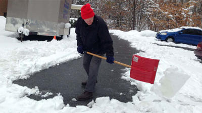 Neighbors, families band together to clean up after largest snowfall in 5 years