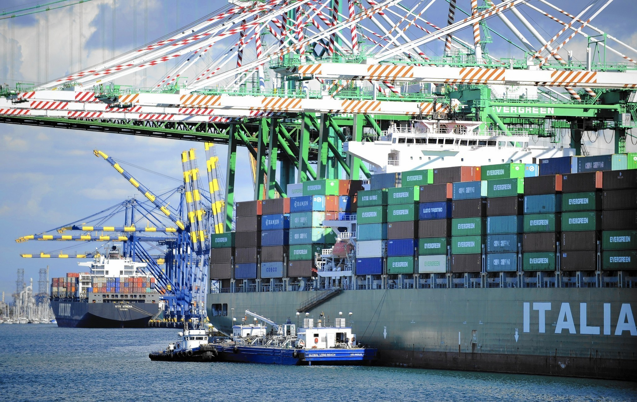 Longshoremen maintain clout in era of globalization and automation