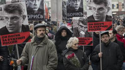 Thousands rally in Moscow to honor slain foe of President Putin
