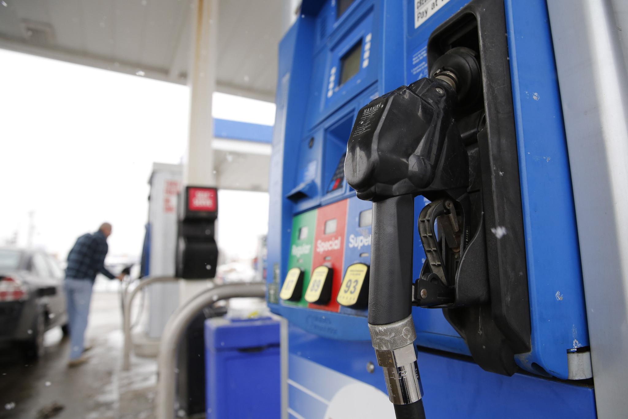 Interest groups pushing gas tax overhaul to fix Illinois roads - Chicago Tribune