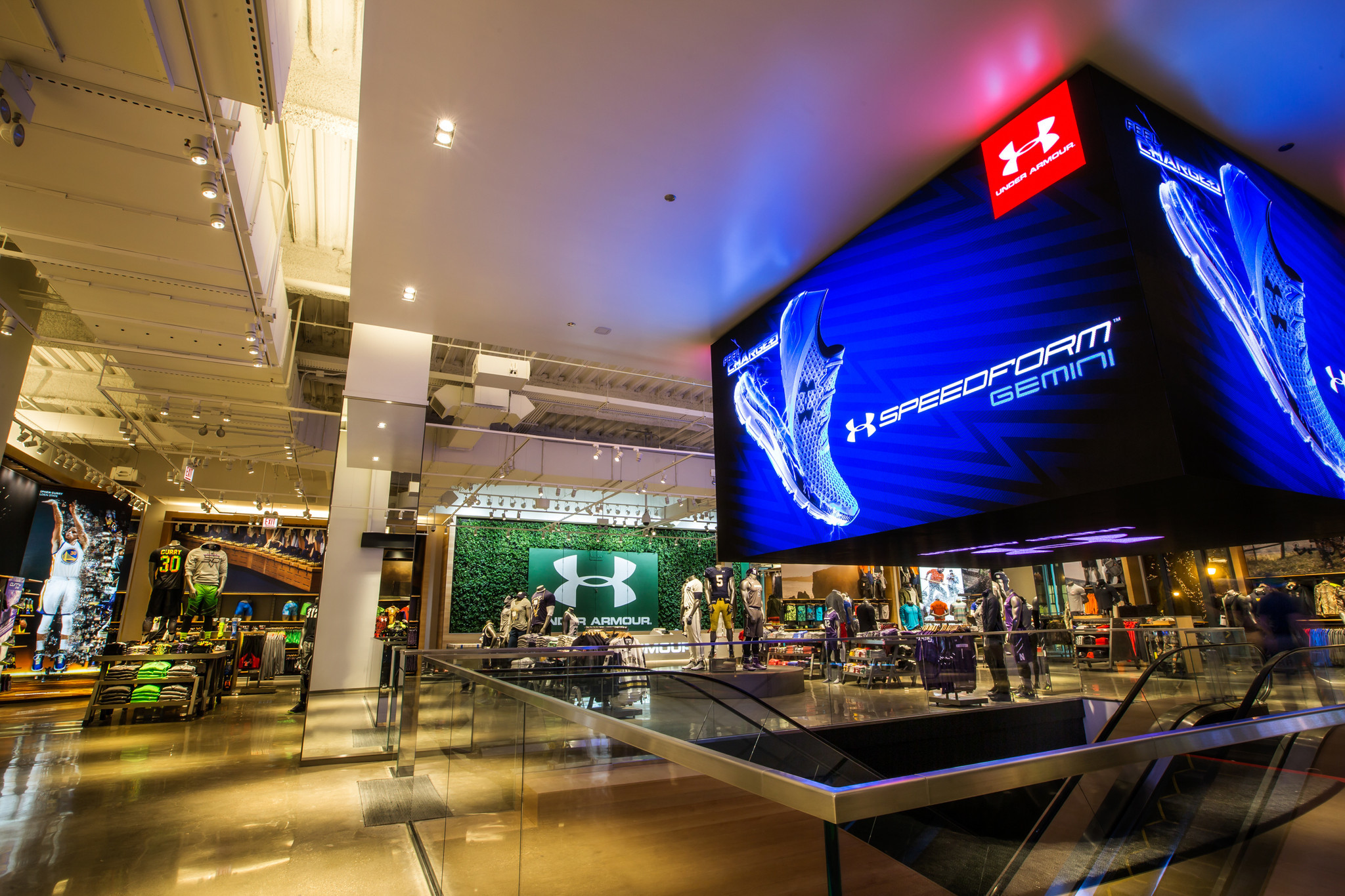 Under armour to open new brand house on chicago 39 s for Fish store baltimore
