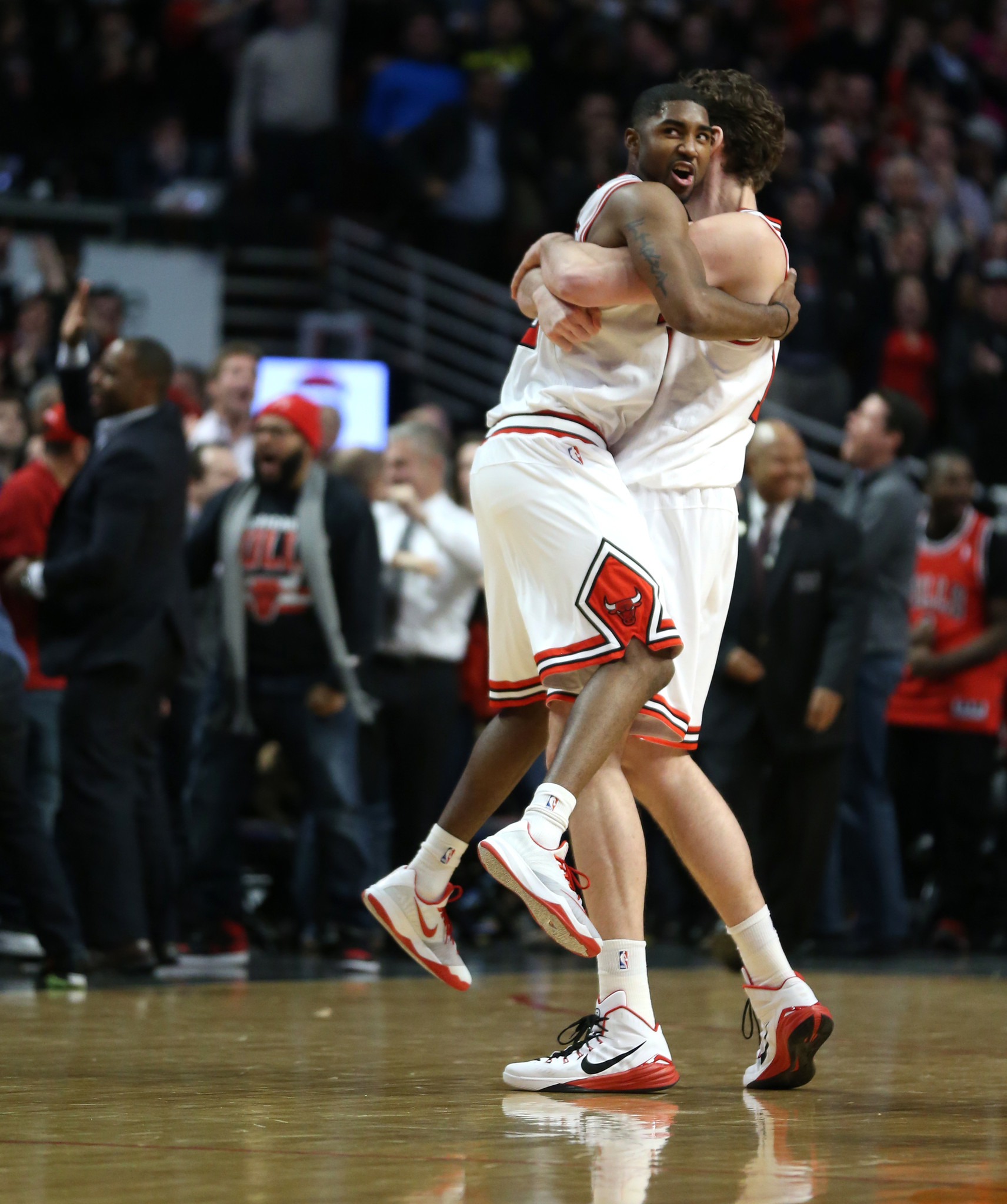 Russell Westbrook scores 43! Bulls still rally for 108-105 victory