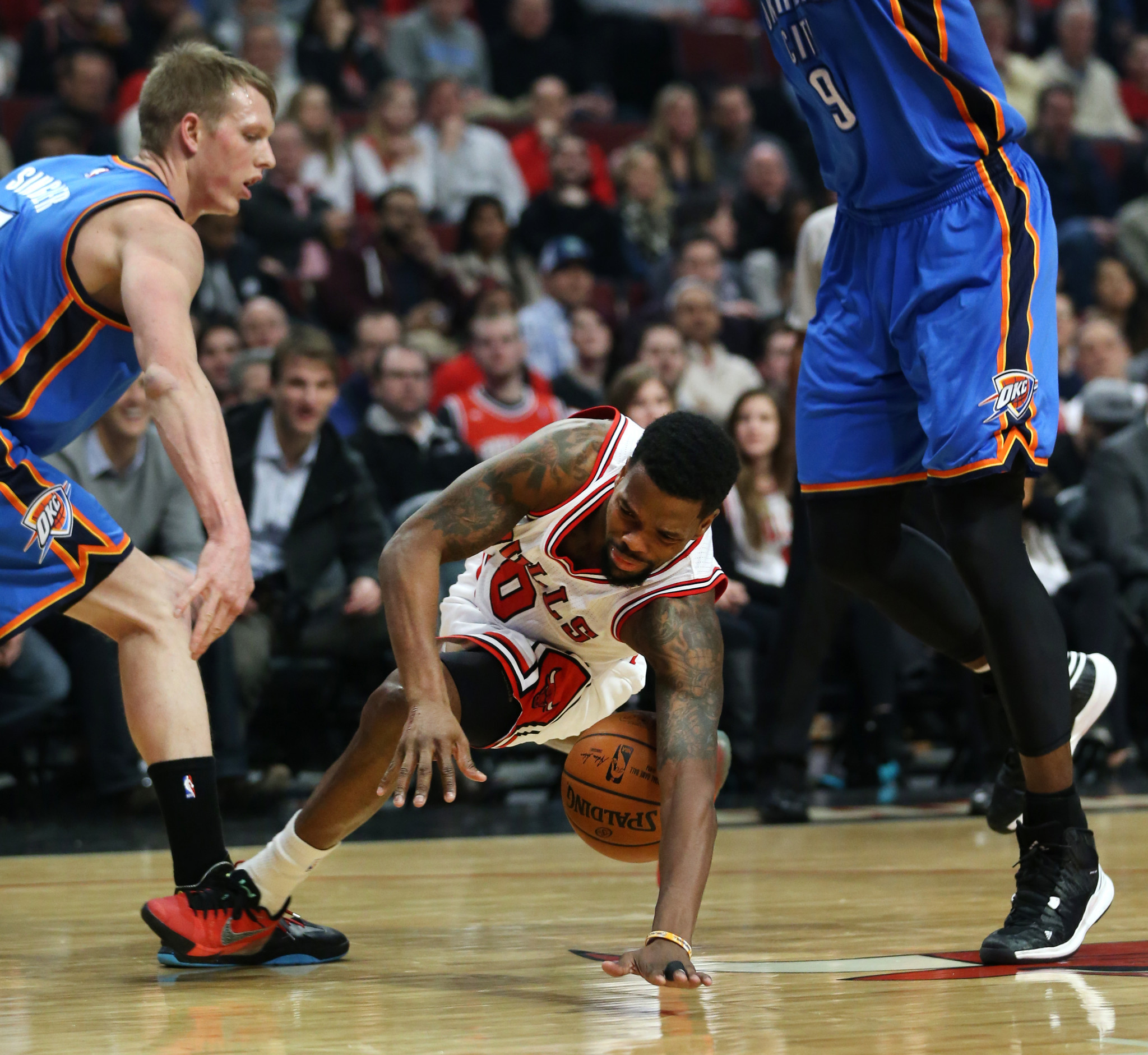Russell Westbrook scores 43, Bulls still rally for 108-105 victory