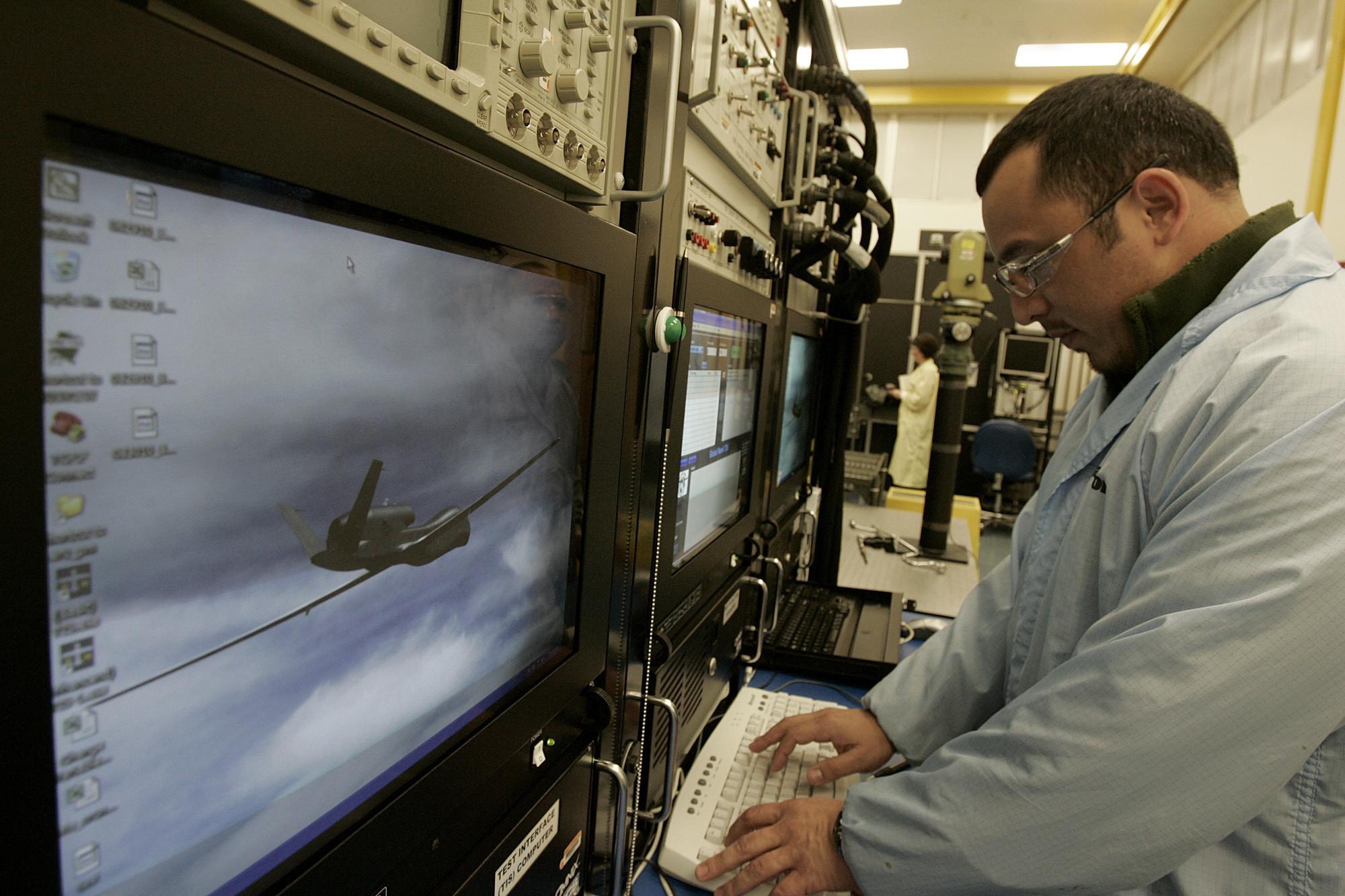 Raytheon to move 250 jobs from Chula Vista, Norfolk, Va. - LA Times