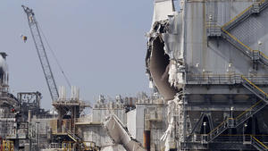 U.S. investigates Torrance refinery explosion as contract talks resume