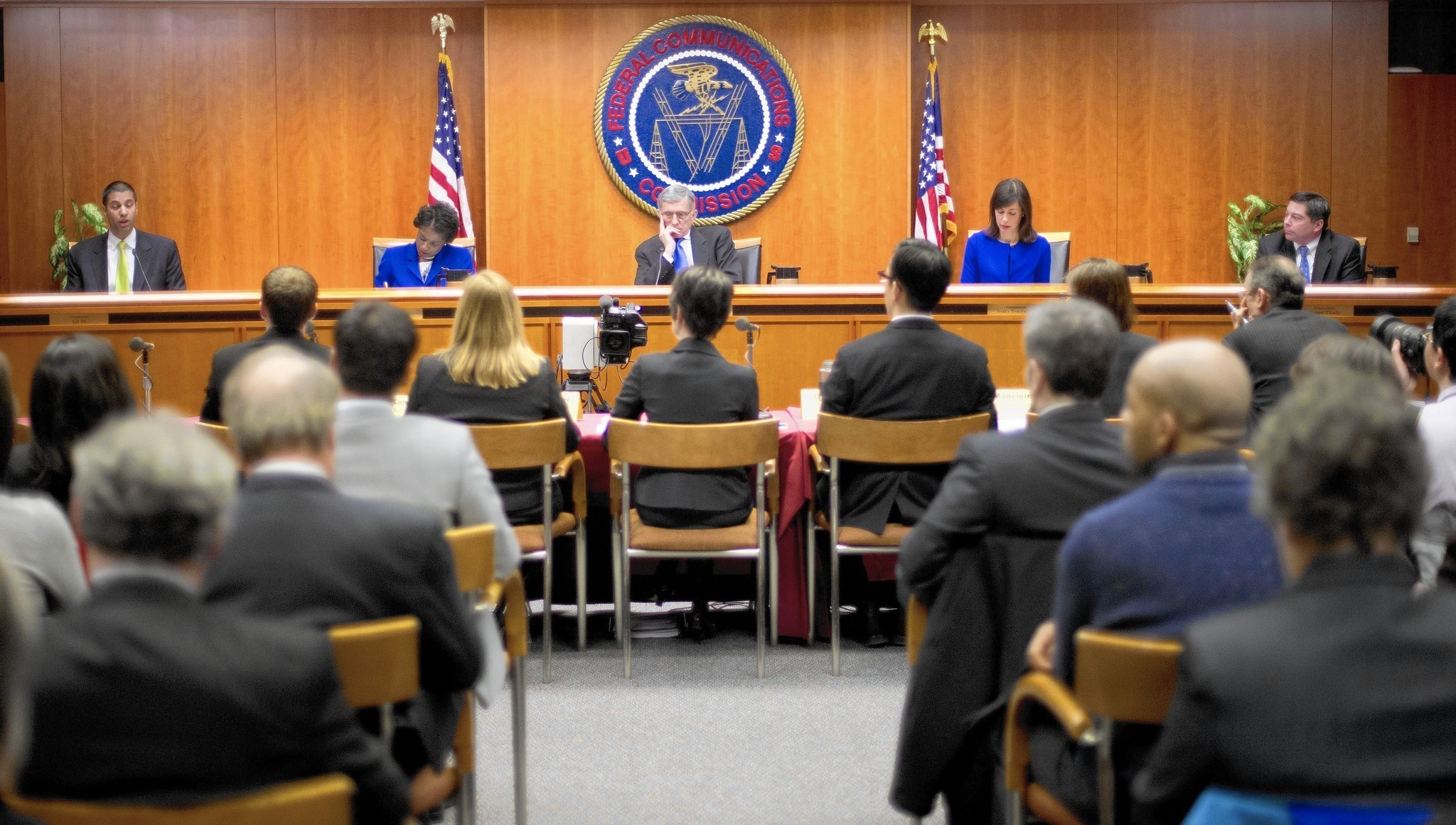 federal communication commissions The federal communications bar association is an organization of attorneys and other professionals, including engineers, consultants, economists and government officials, involved in the development, interpretation and practice of communications and technology law and policy.