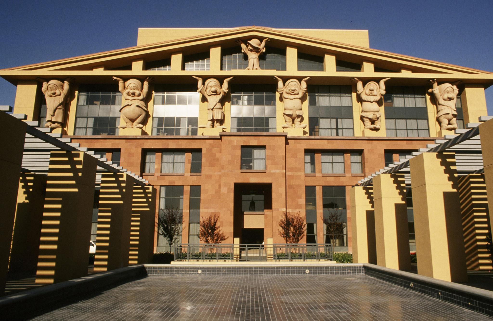 Postmodern Architecture michael graves dies at 80; pioneering figure in postmodern