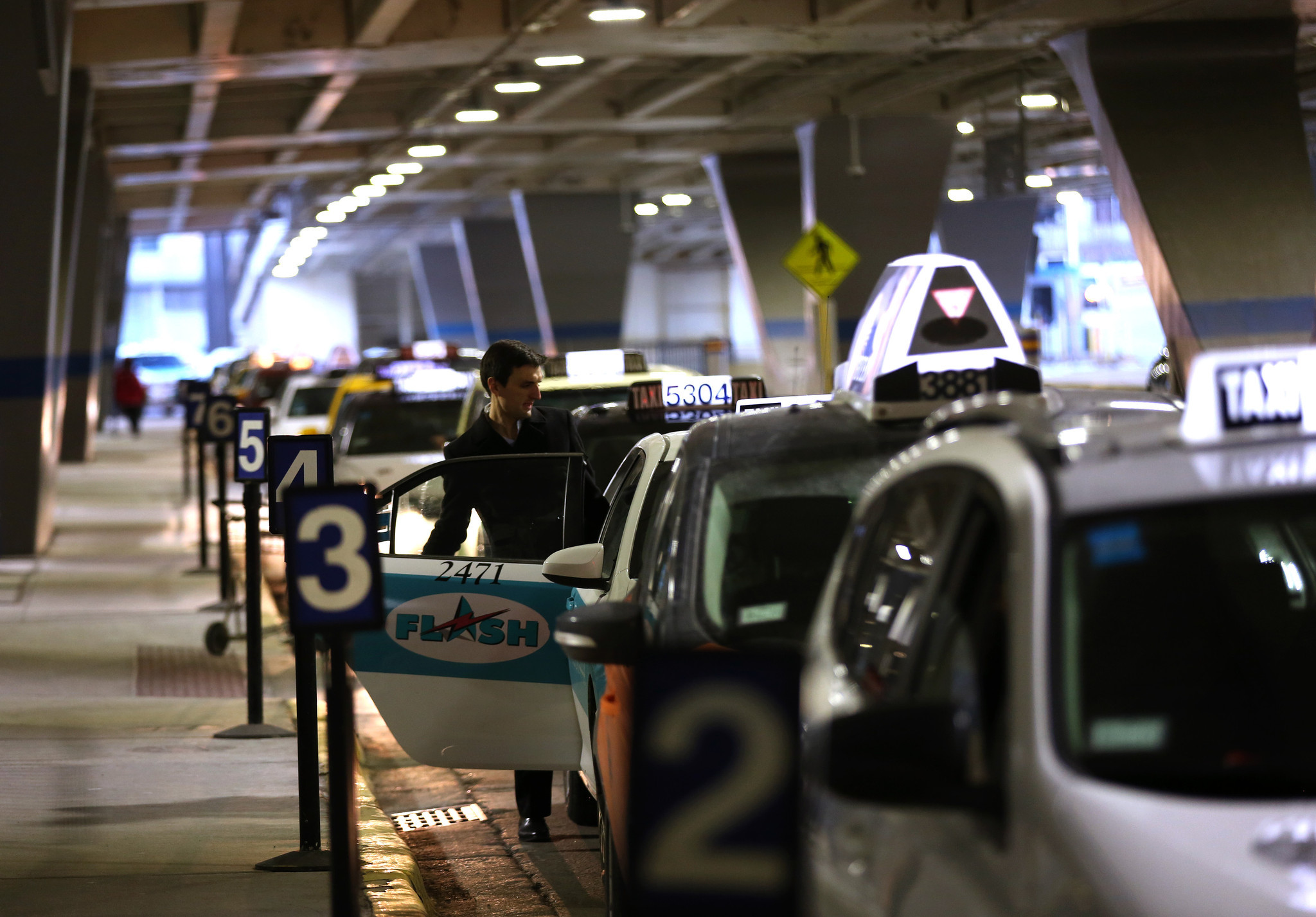O hare taxi passengers drivers often in holding pattern chicago tribune