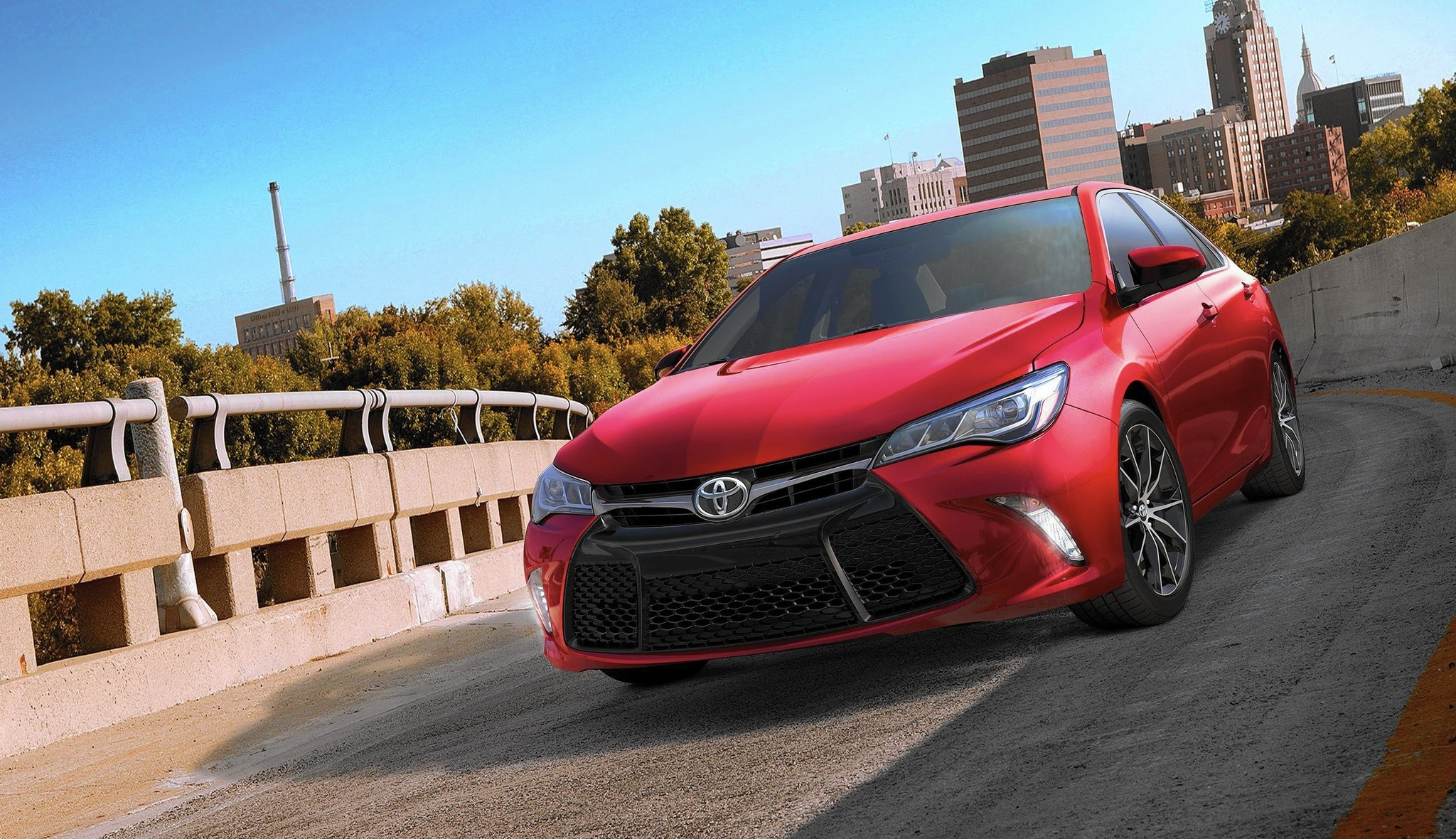 2015 Toyota Camry wears major makeover well