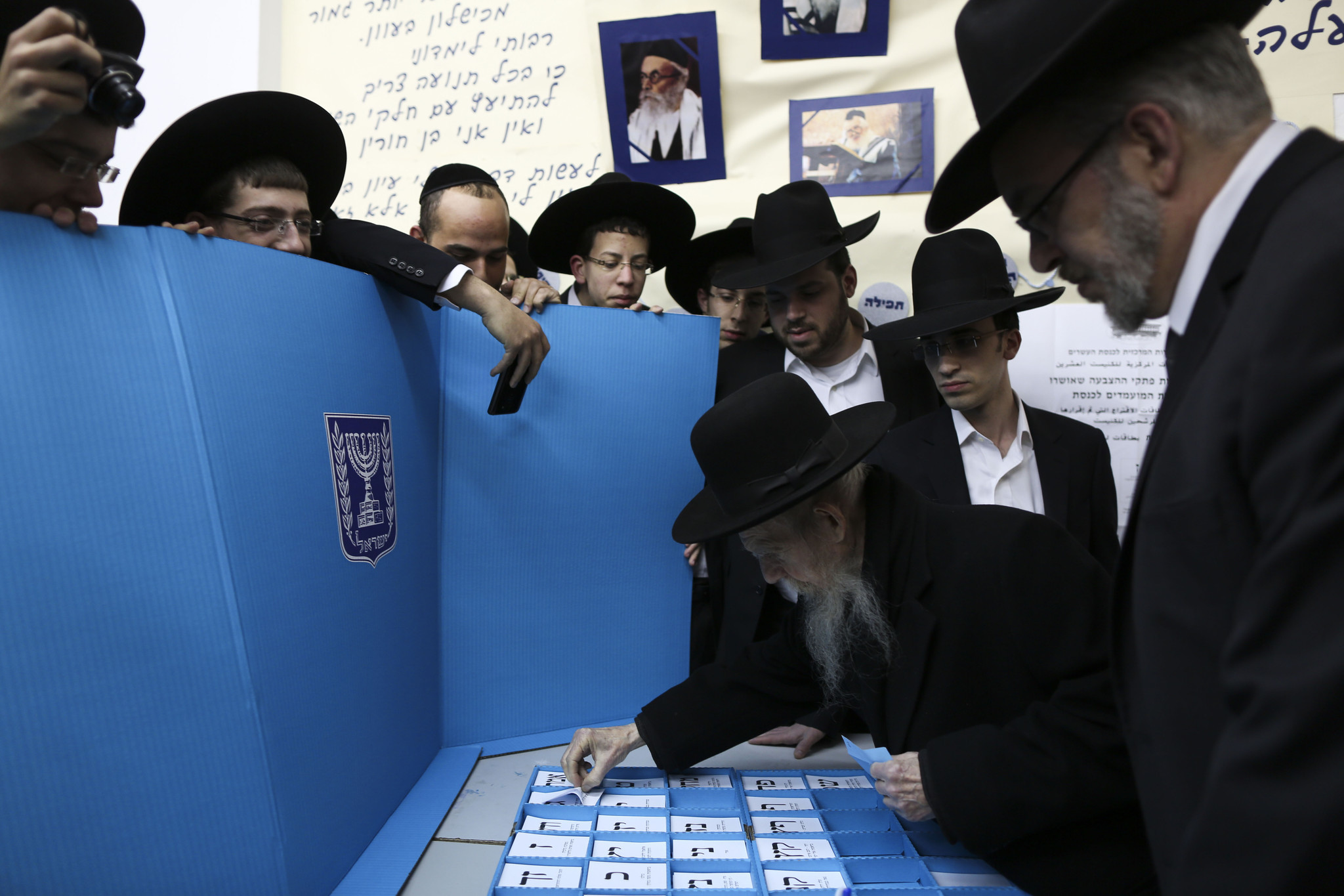 Voters in Israel flock to polls in tight race