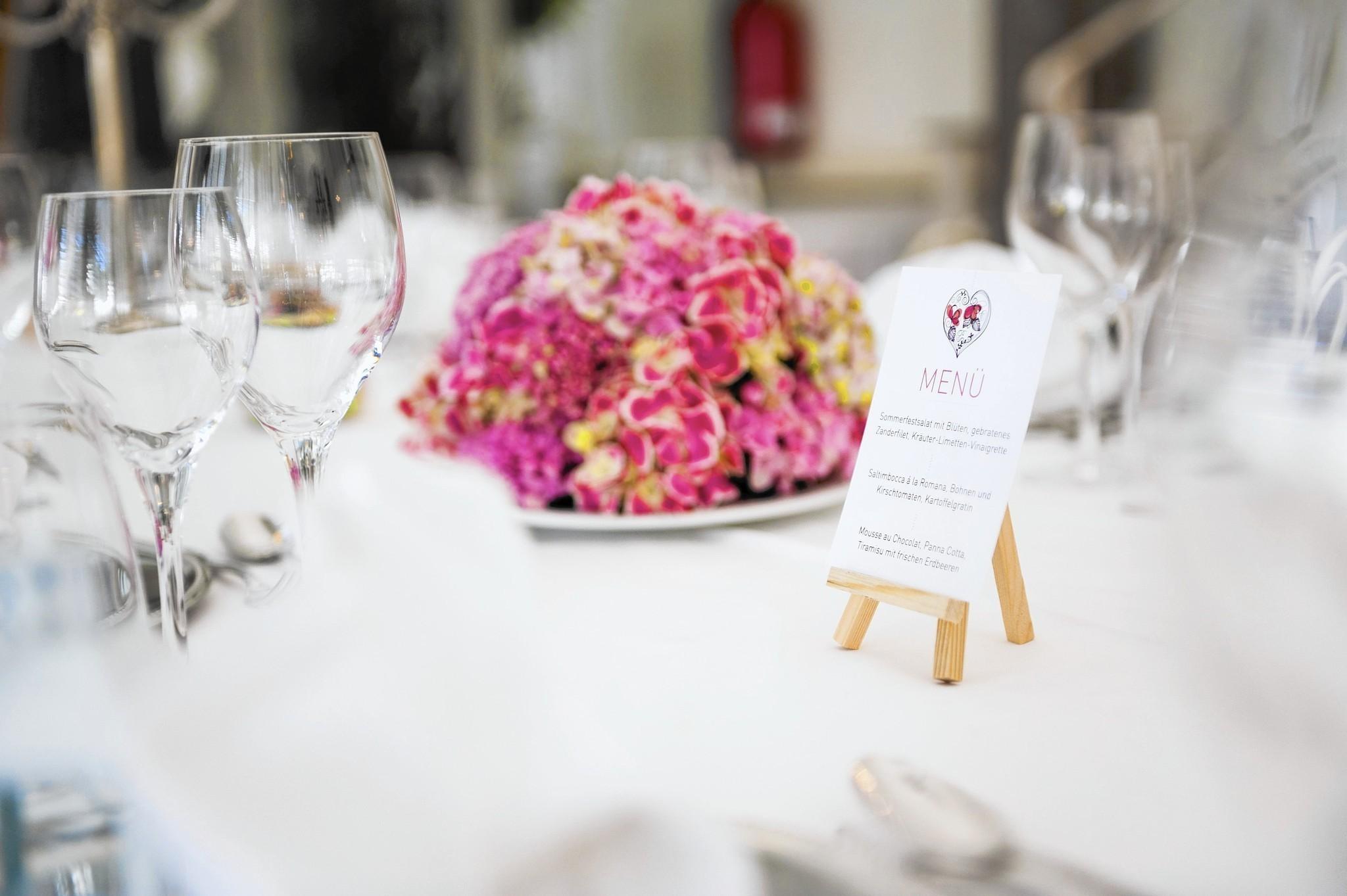 Breakdown of wedding costs - Chicago Tribune