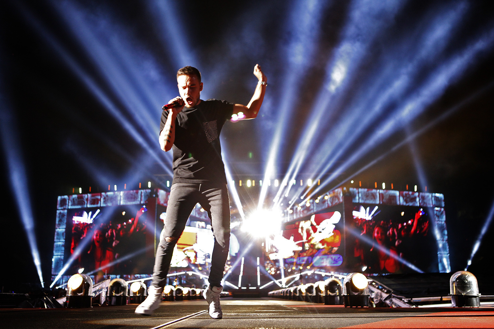One Direction members asked to pay 'drug bond' before Manila shows
