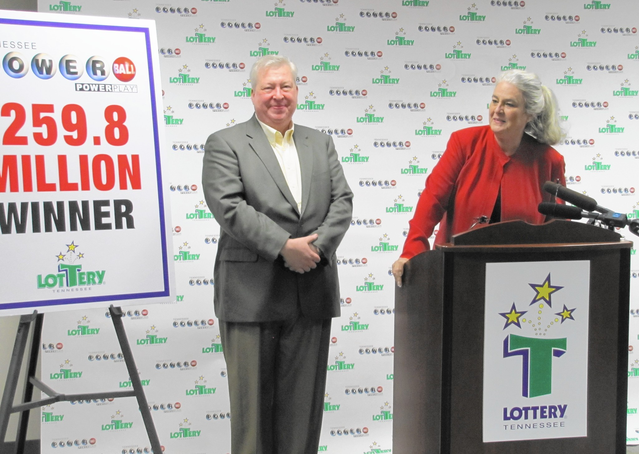 Powerball jackpot winner pays for Steppenwolf and Goodman plays