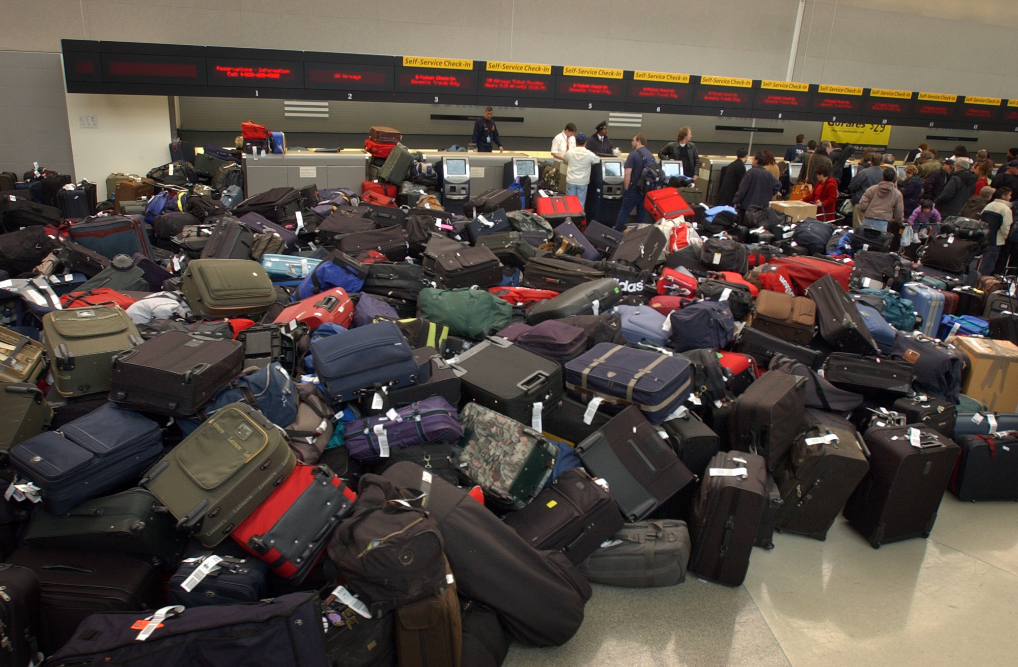 Rate of lost luggage drops more than 60% over seven years - LA Times