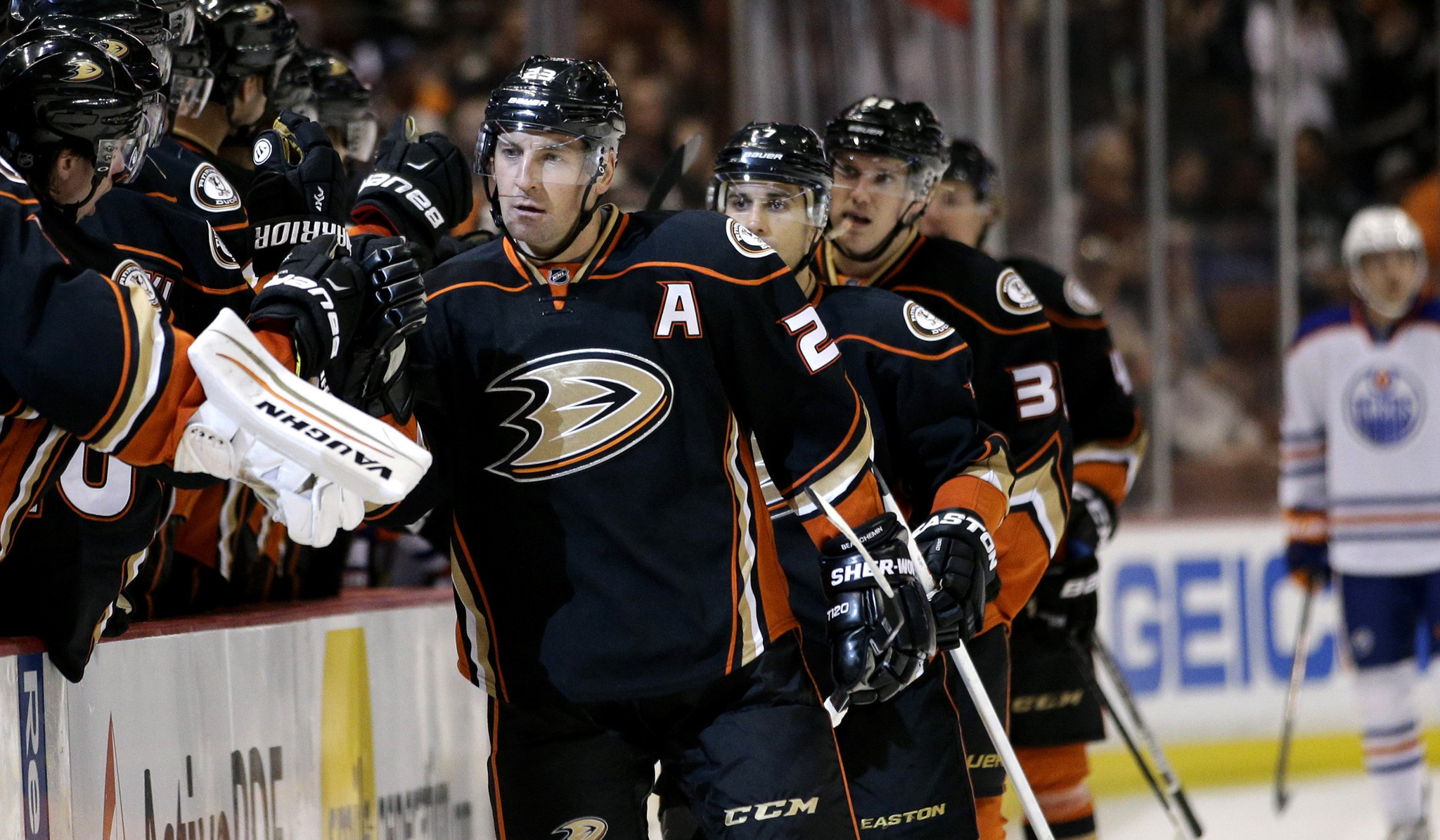 Ducks clinch third straight division title with 5-1 rout of Oilers