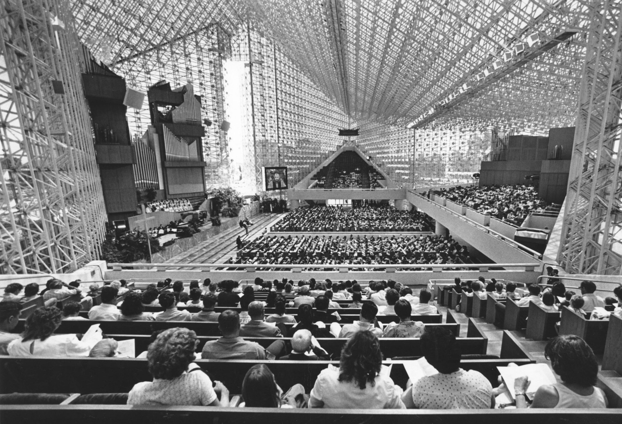 Robert Schuller A patron of modernist architecture LA Times