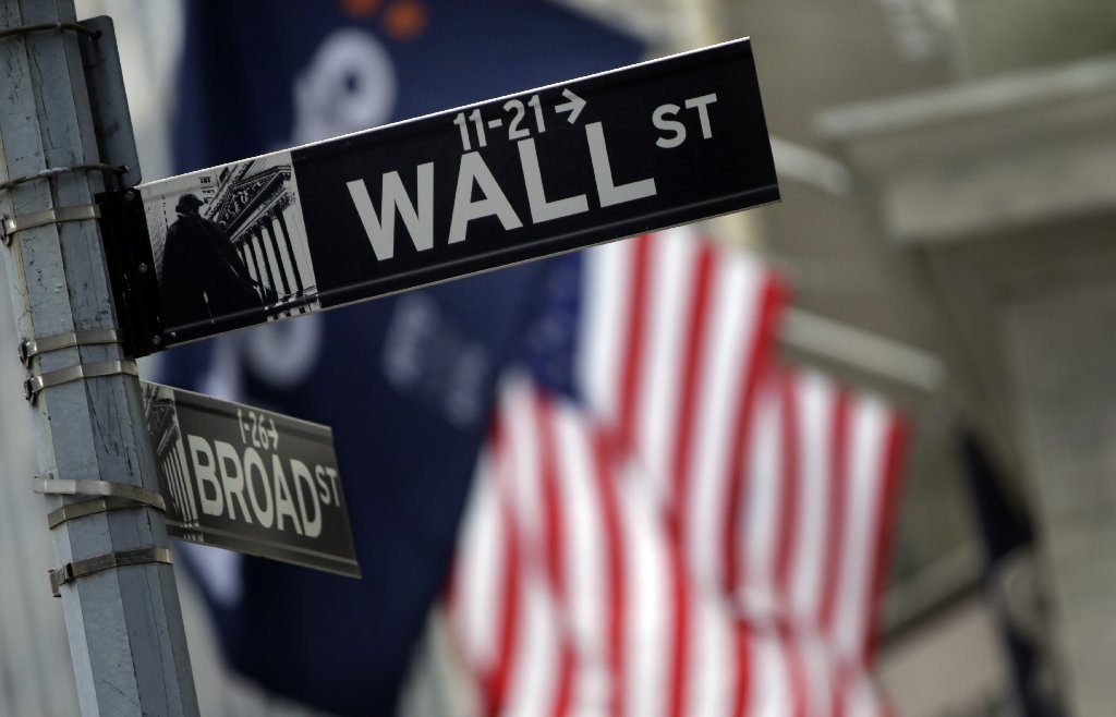 The jobs market weakens, but stock investors like that - Chicago ...